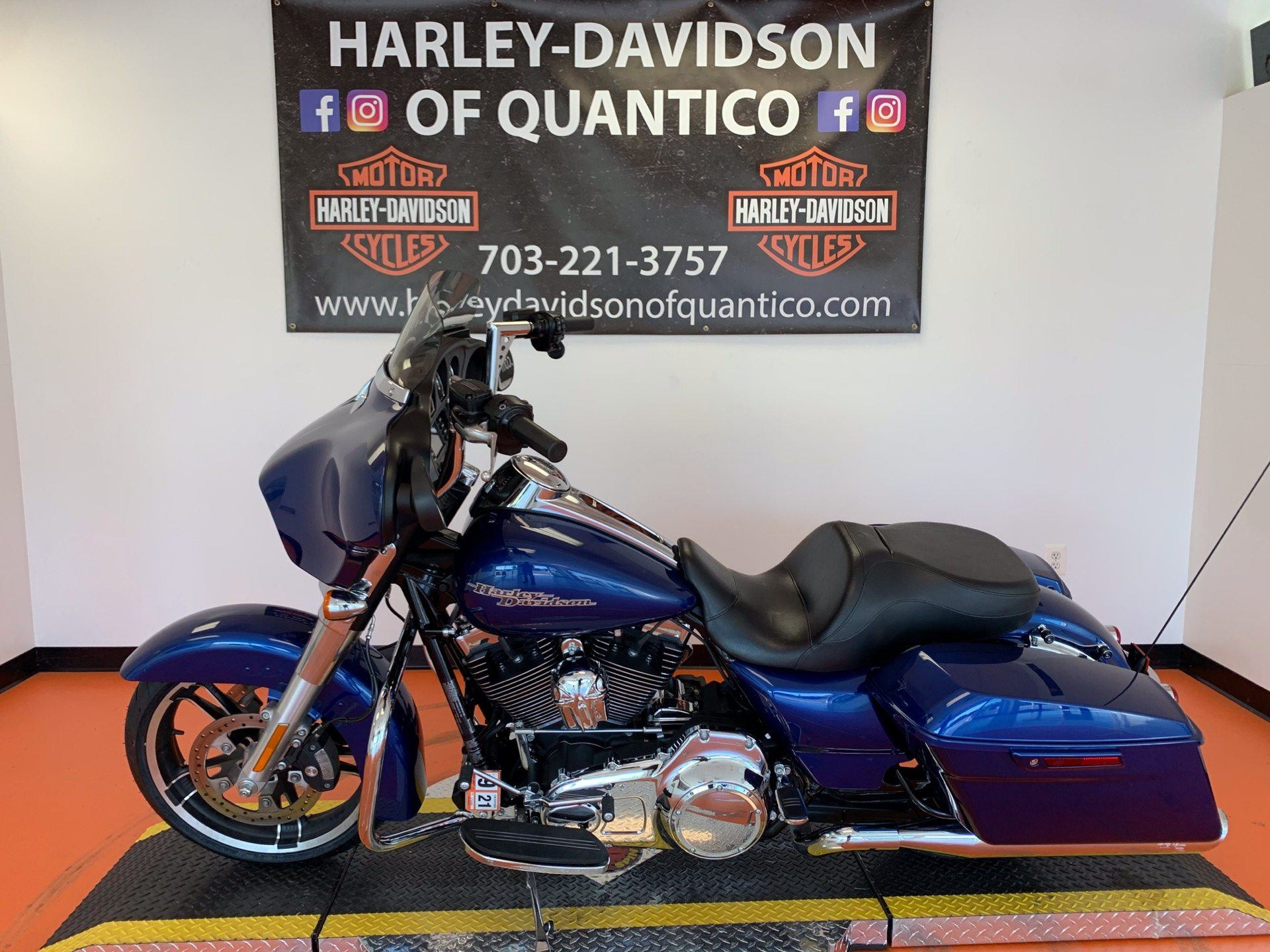 2016 Harley-Davidson Street Glide® in Dumfries, Virginia - Photo 10