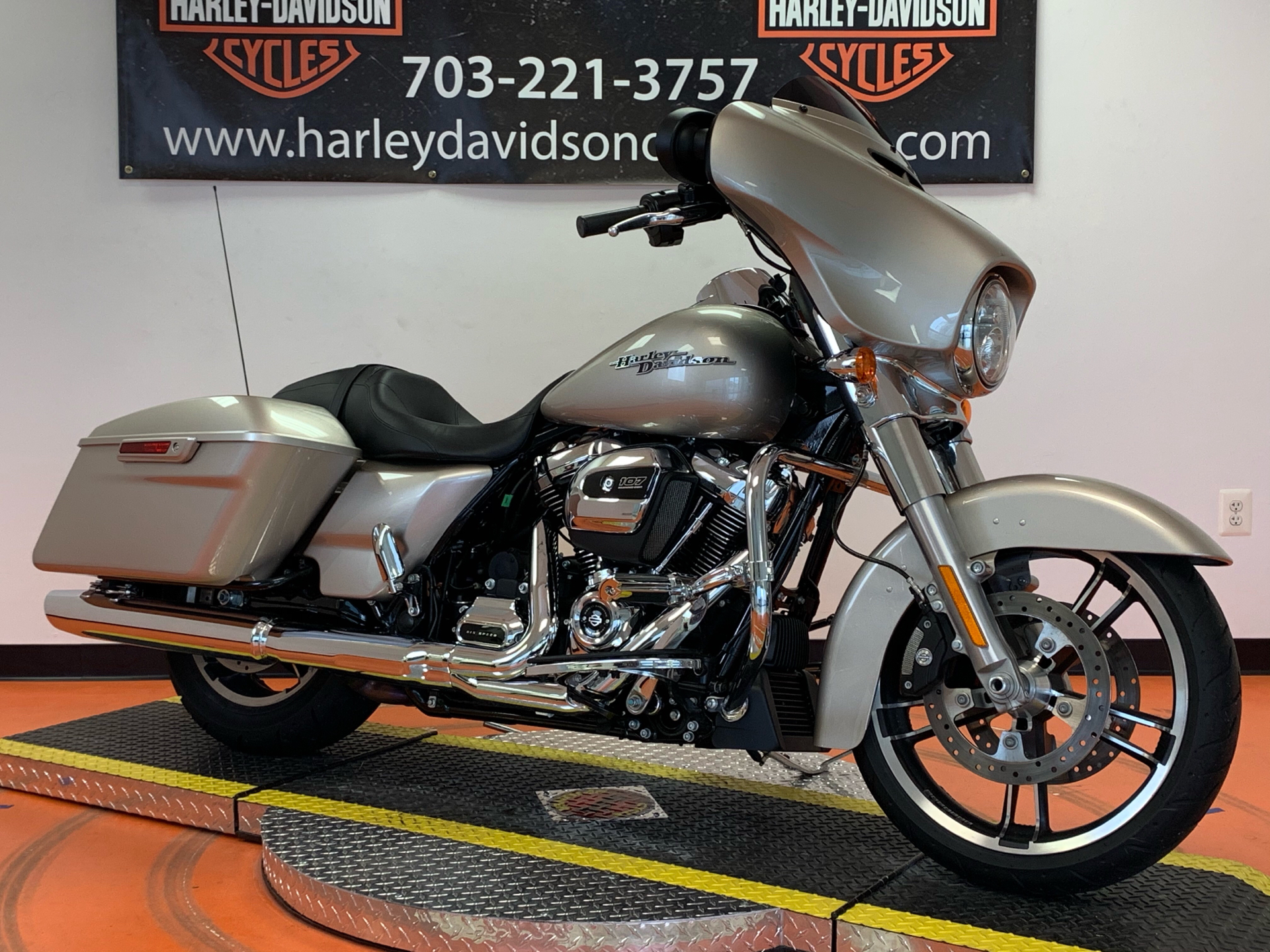 2018 Harley-Davidson Street Glide® in Dumfries, Virginia - Photo 6