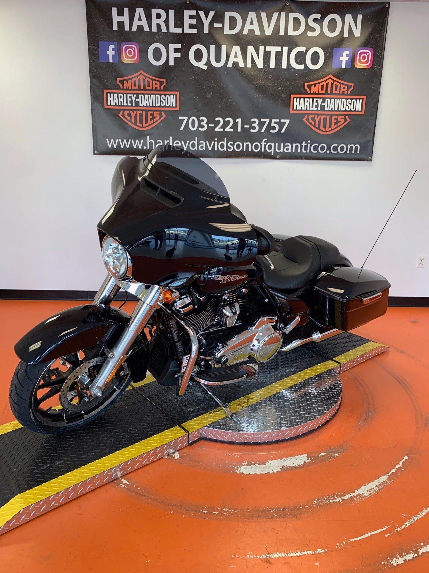 2020 Harley-Davidson Street Glide® in Dumfries, Virginia - Photo 9