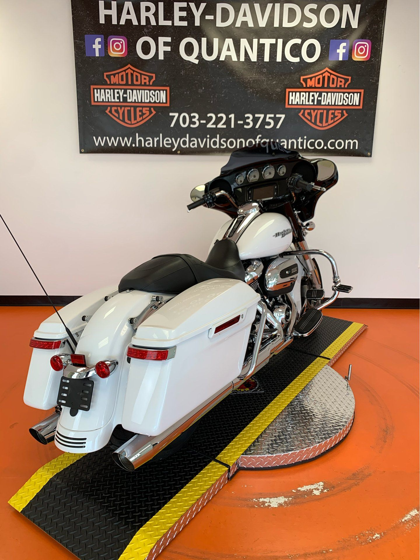 2017 Harley-Davidson Street Glide® Special in Dumfries, Virginia - Photo 24