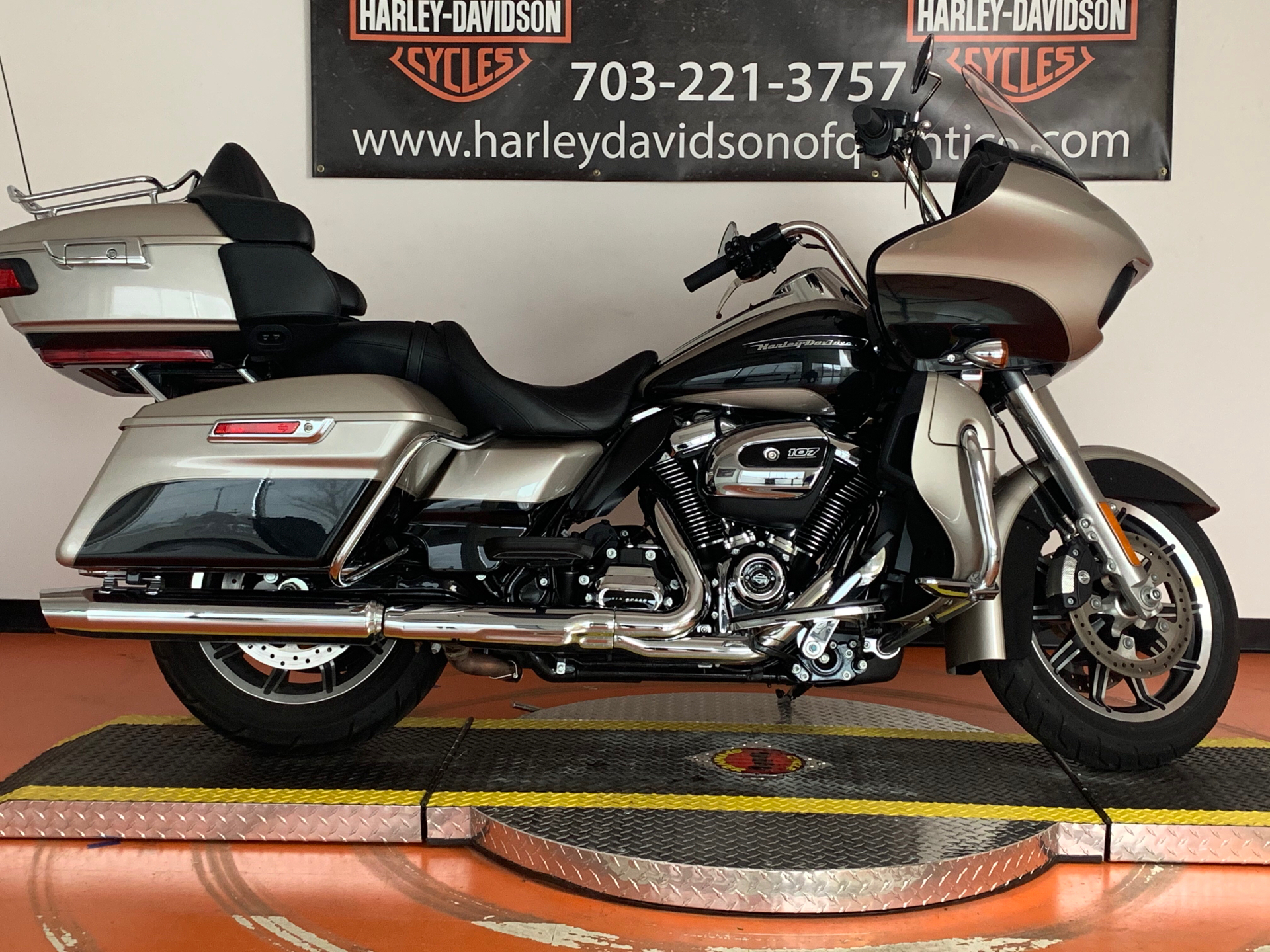 2018 Harley-Davidson Road Glide® Ultra in Dumfries, Virginia - Photo 2