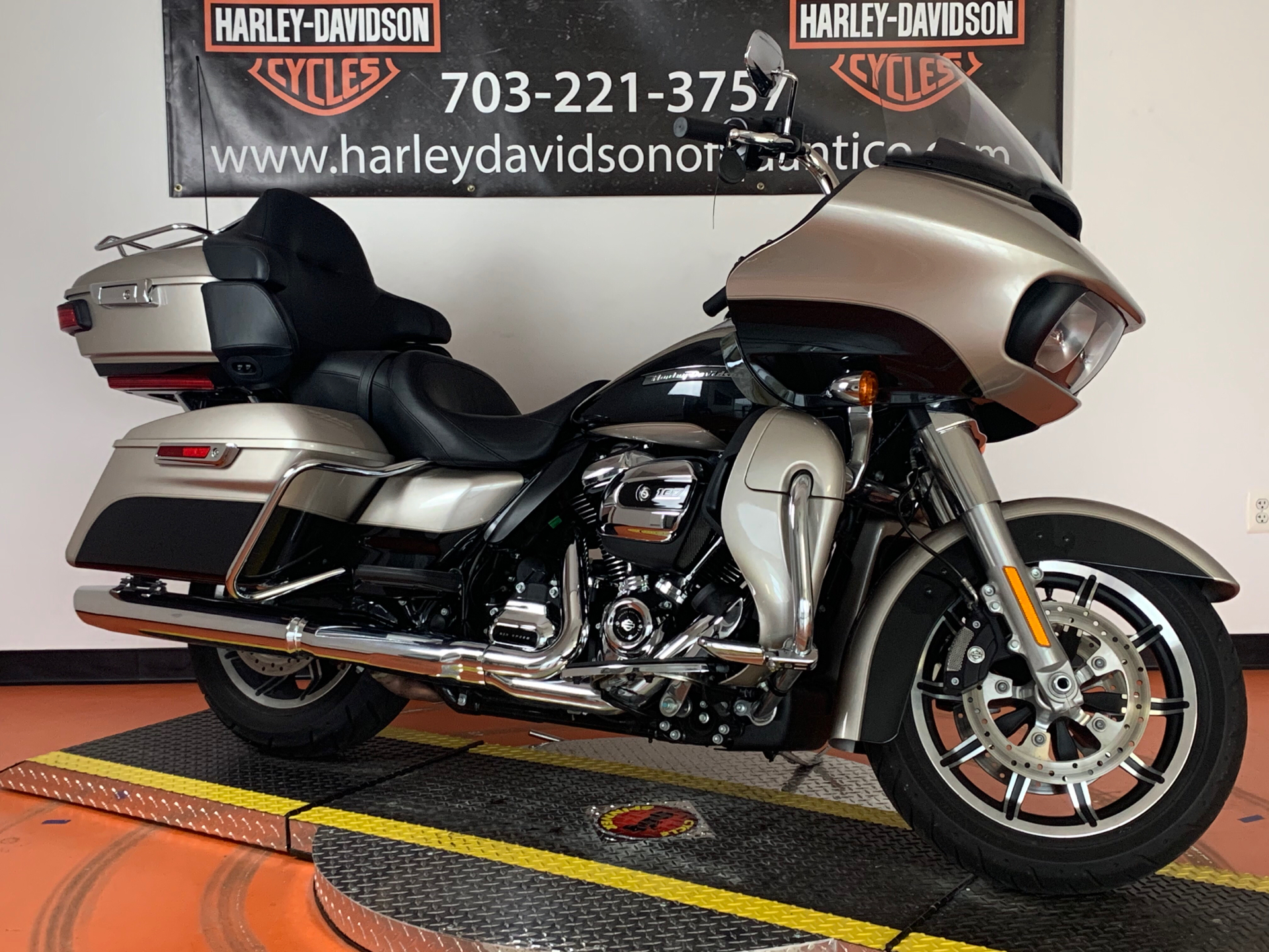 2018 Harley-Davidson Road Glide® Ultra in Dumfries, Virginia - Photo 10