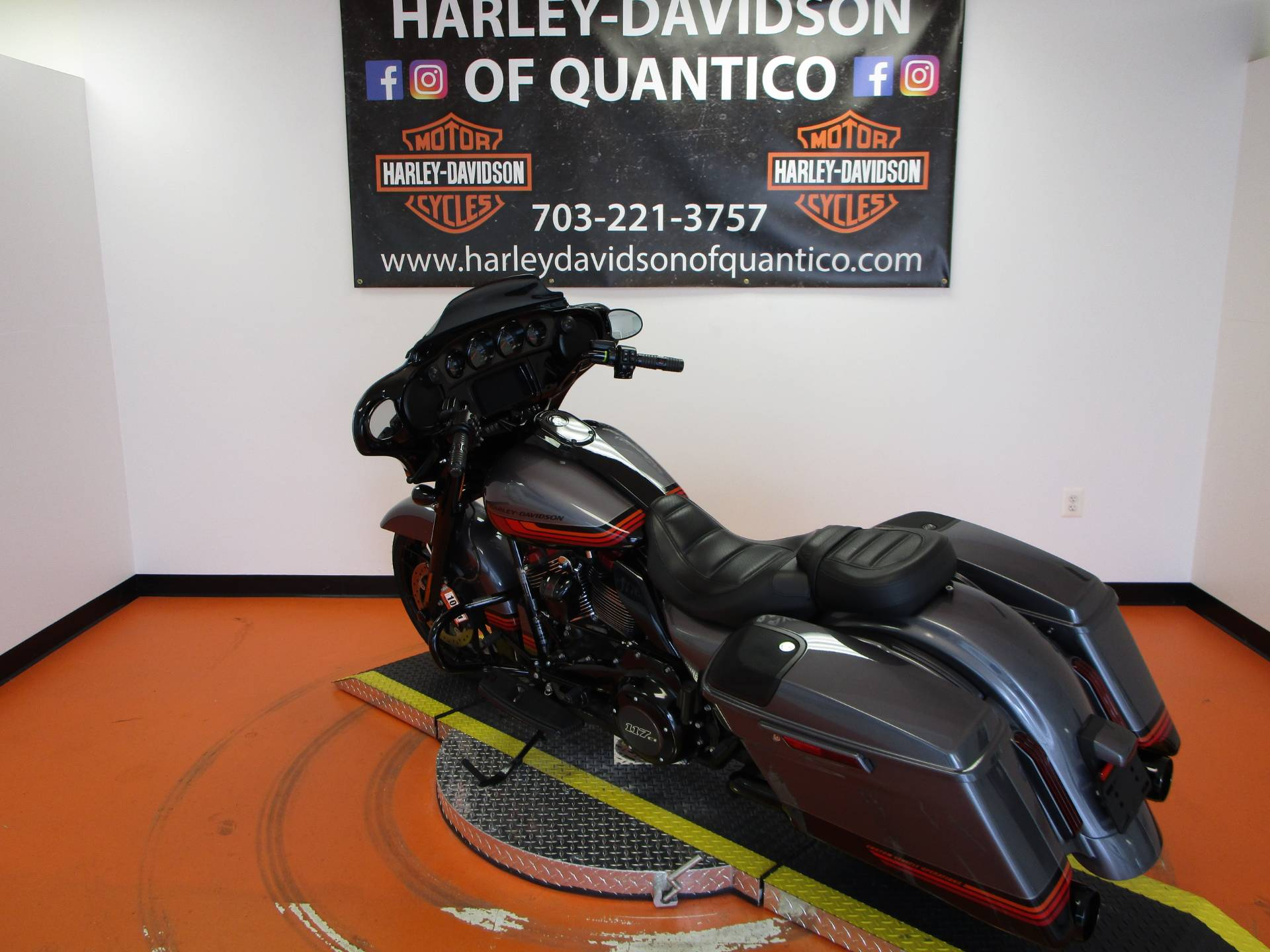 2020 Harley-Davidson CVO™ Street Glide® in Dumfries, Virginia - Photo 19