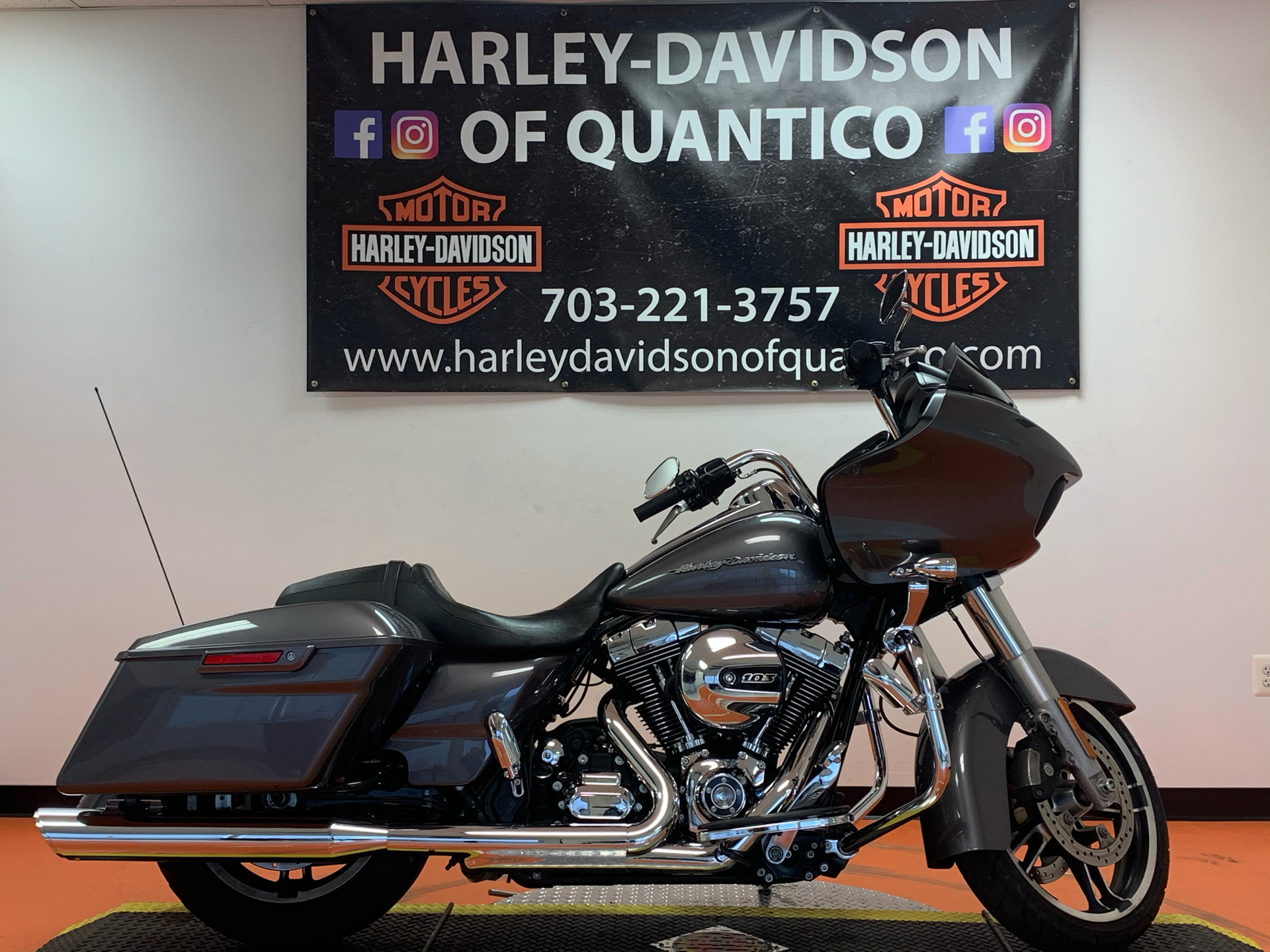 2016 Harley-Davidson Road Glide® in Dumfries, Virginia - Photo 2