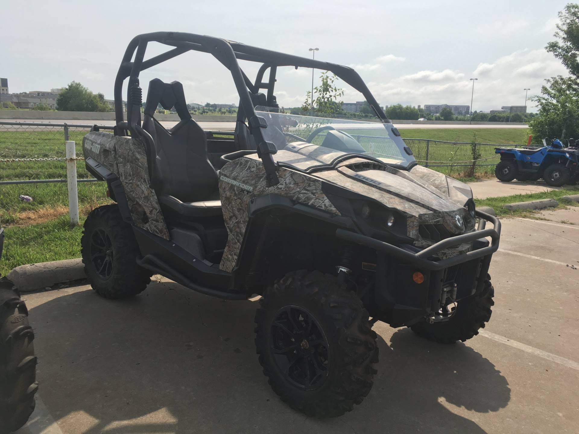 2015 Can-Am Commander™ XT™ 1000 in Broken Arrow, Oklahoma