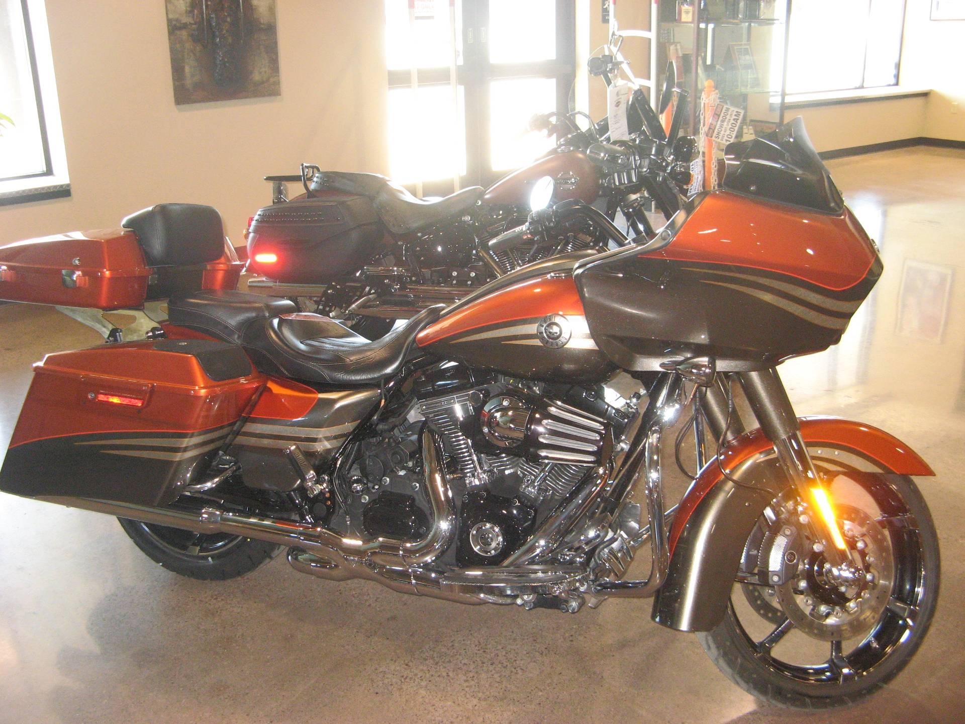 Harley Davidson Used >> Used 2013 Harley Davidson Cvo Road Glide Custom Motorcycles In