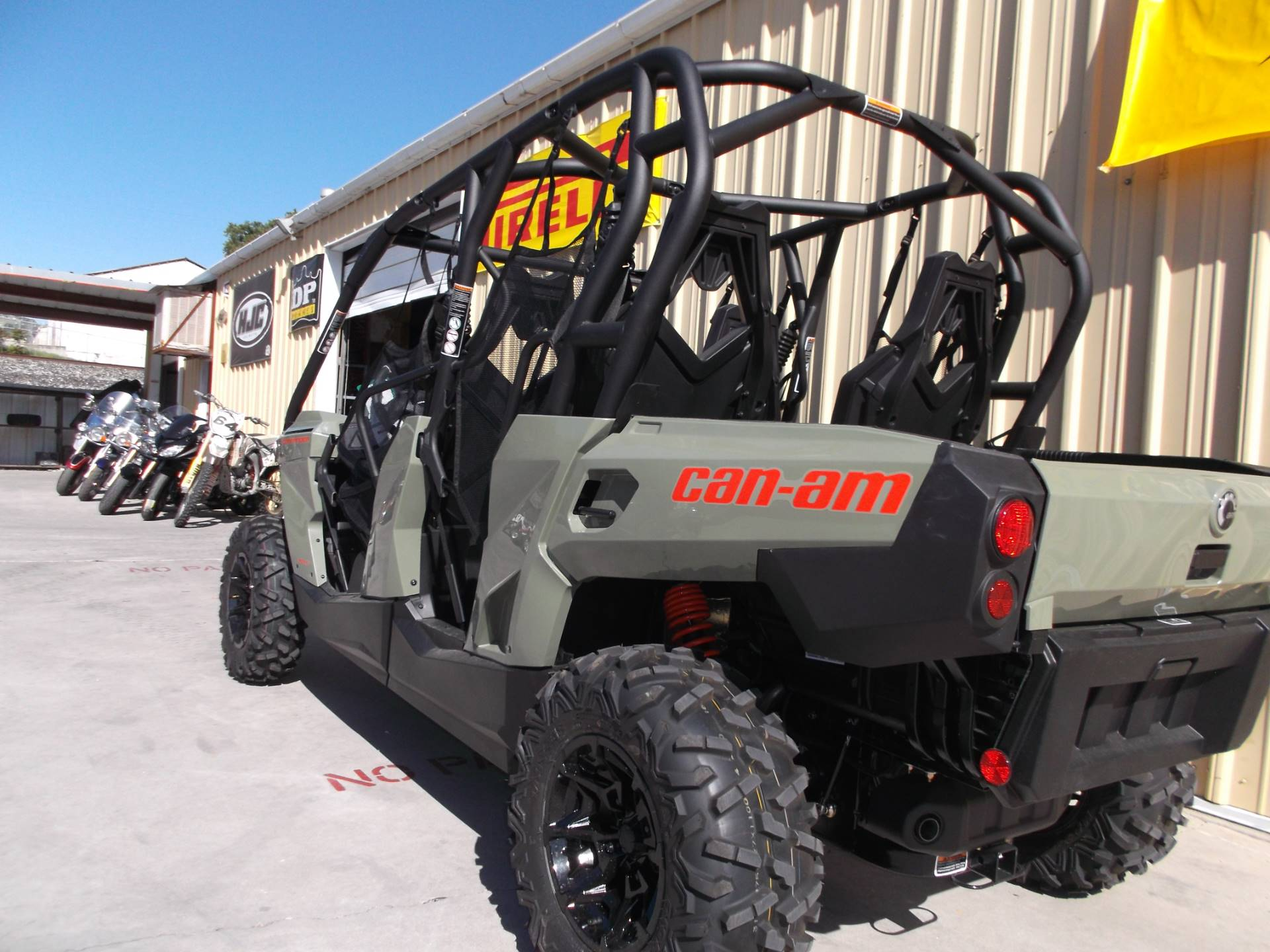 2018 Can-Am Commander MAX DPS 800R in Paso Robles, California
