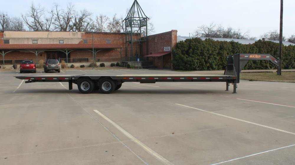 2018 MAXXD TRAILERS 32' HYDRAULIC DOVETAIL TRAILER in Elk Grove, California