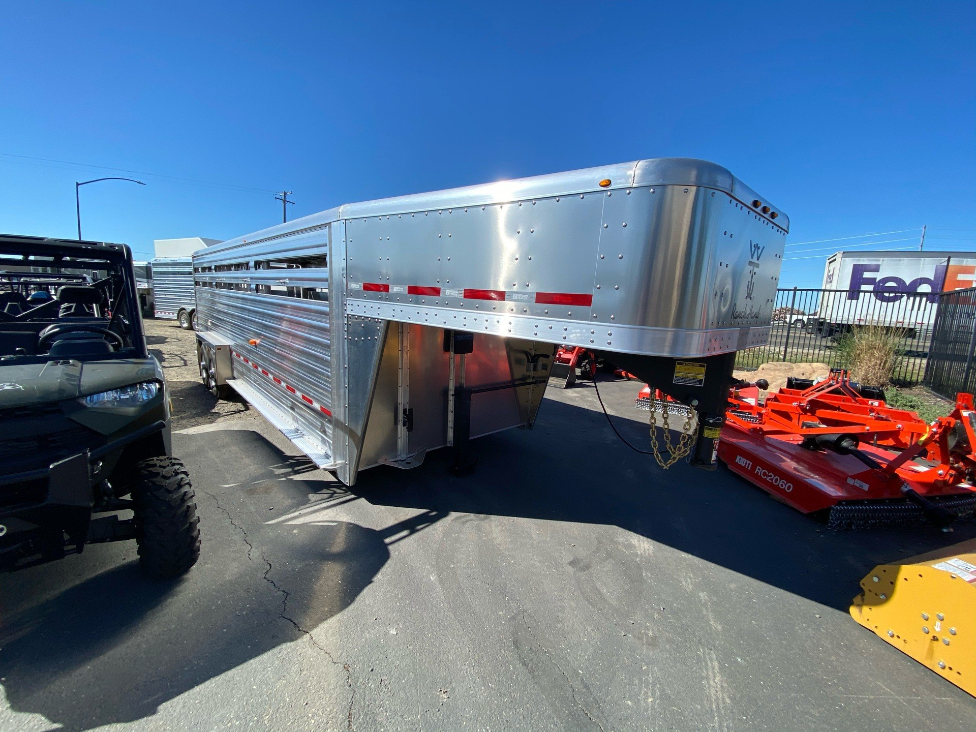 2021 Wilson Trailer - Manufacturers 24' RANCH HAND SLAT SIDE in Elk Grove, California - Photo 5