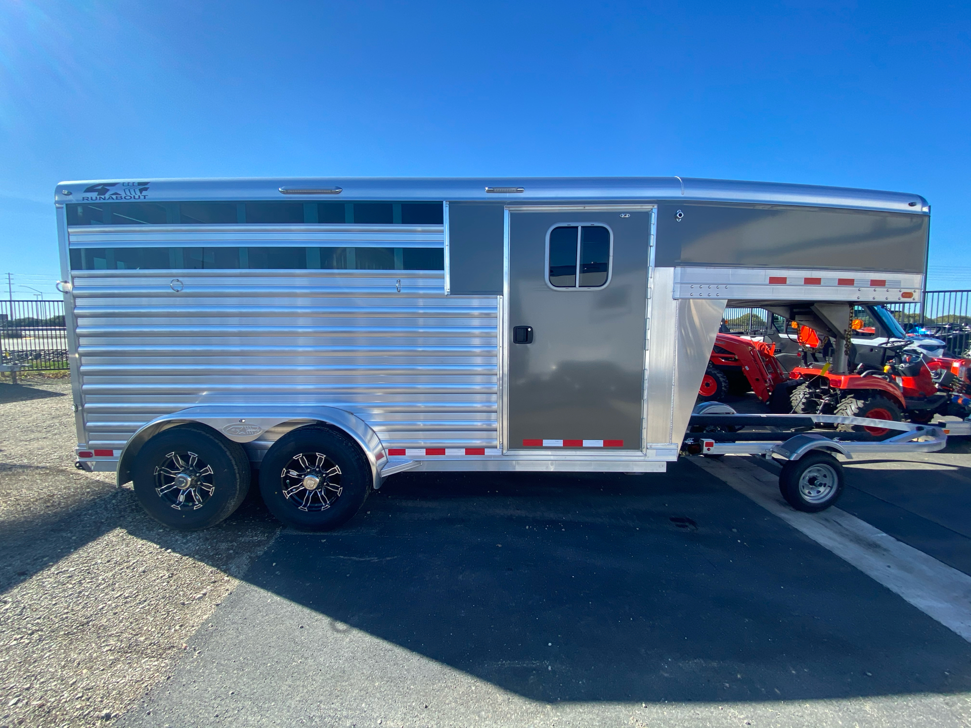 2022 4-STAR TRAILERS 3H GN RUNABOUT STOCK COMBO in Elk Grove, California - Photo 5