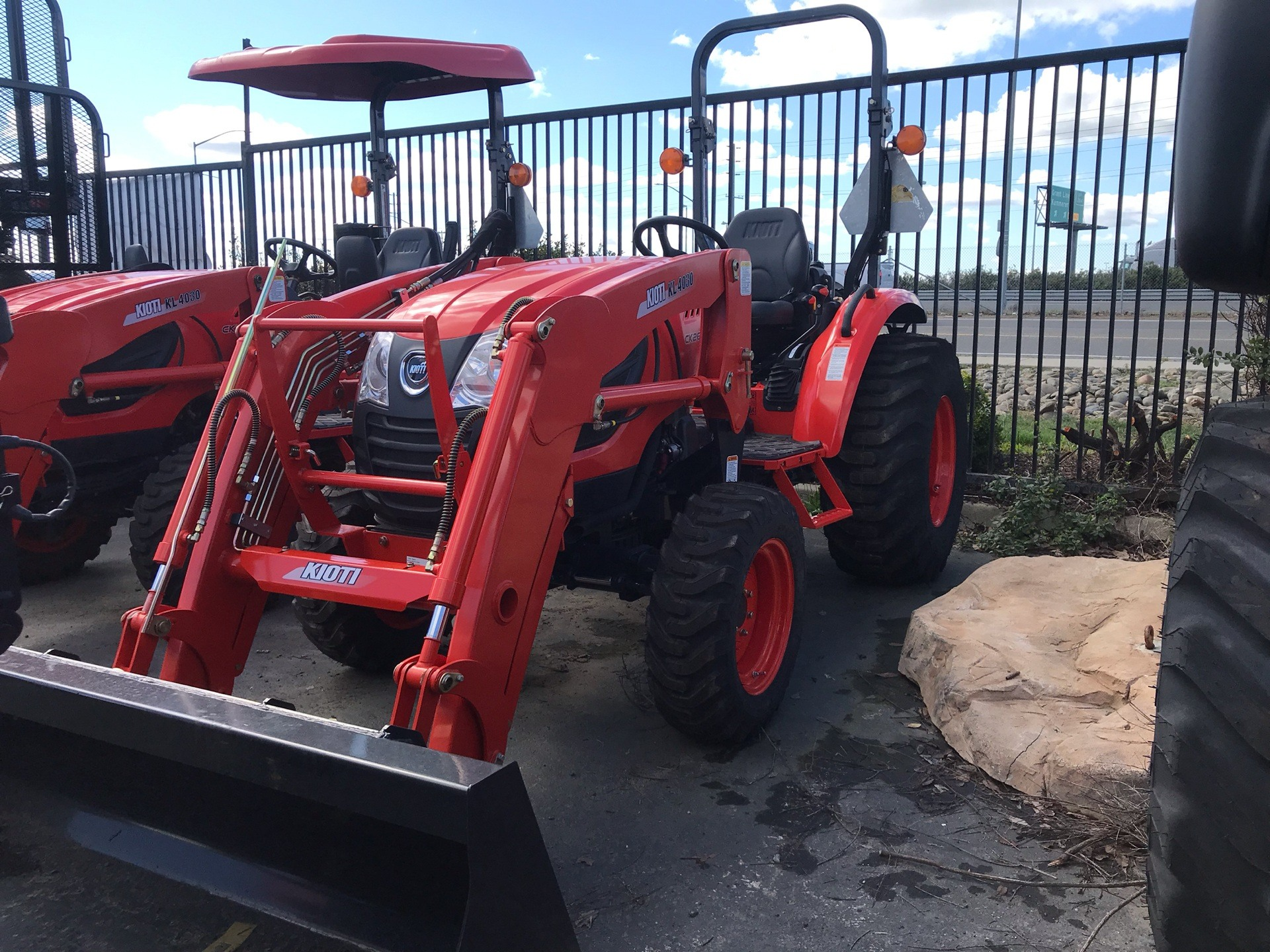 2018 KIOTI CK2610 MANUAL W/ROPS BASE TRACTOR W/ LOADER in Elk Grove, California