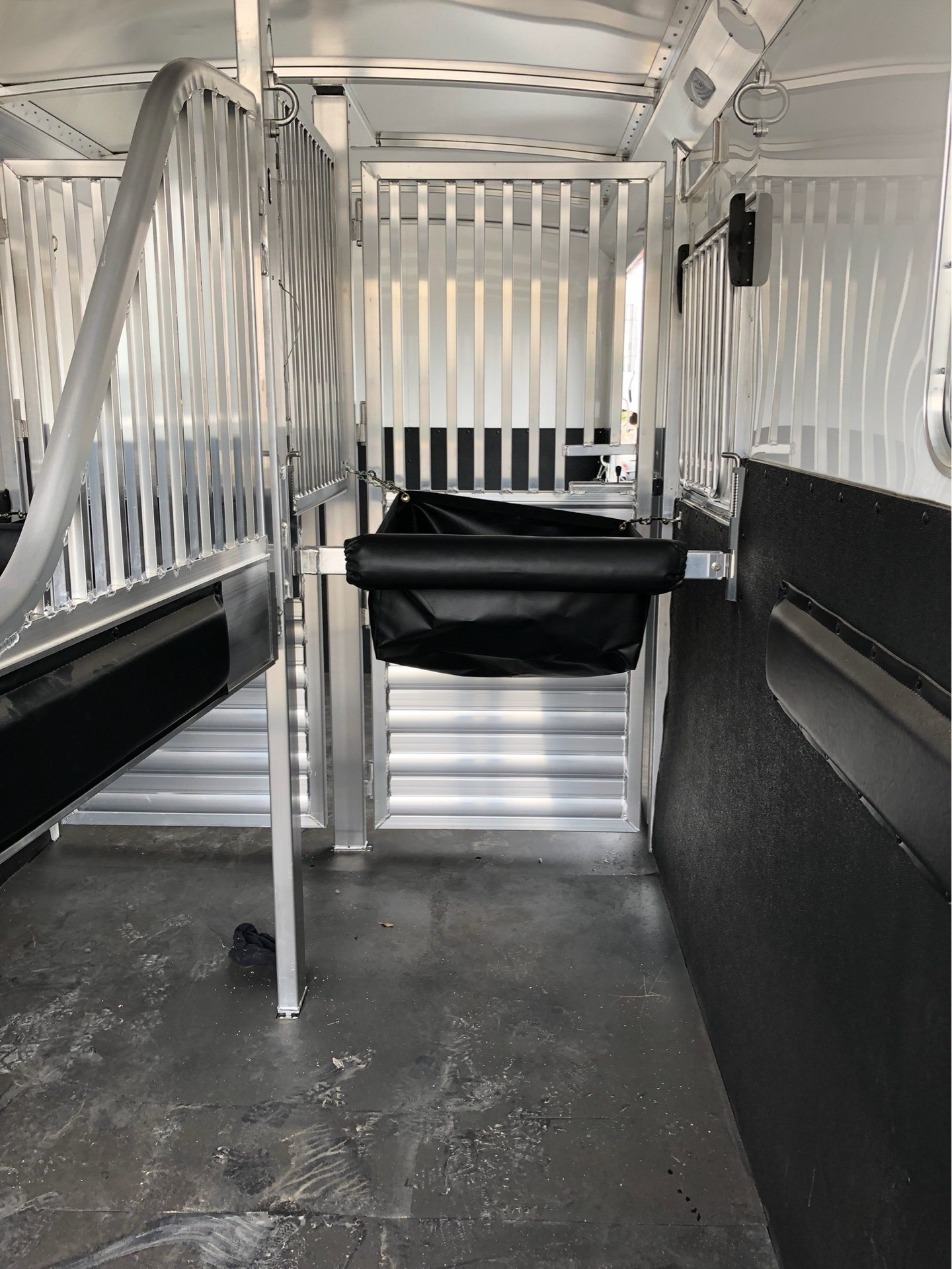 2019 4-STAR TRAILERS 22' TWO PLUS ONE HORSER TRAILER in Elk Grove, California
