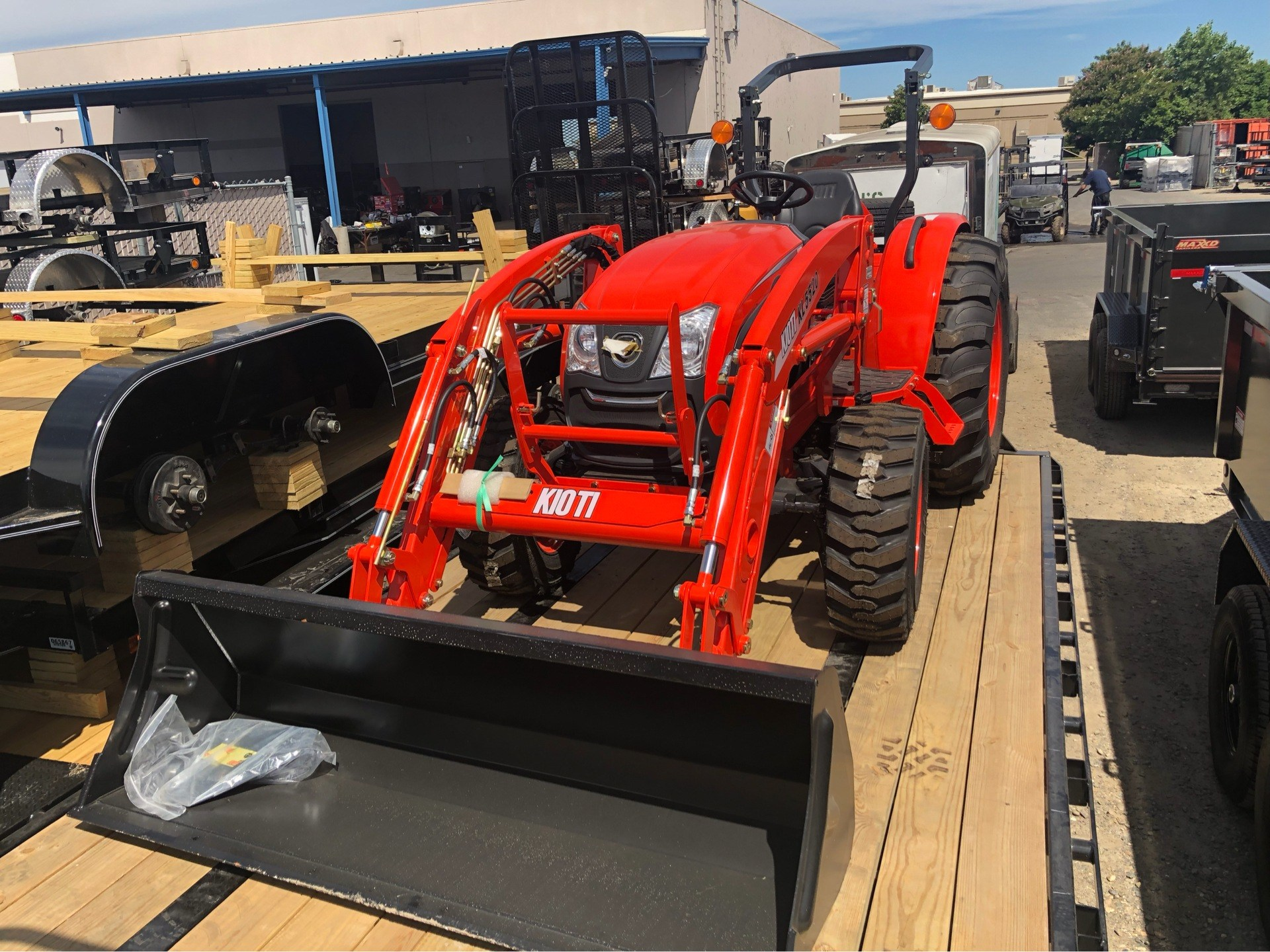 2018 KIOTI DK 4710 SEHB WITH LOADER in Elk Grove, California - Photo 1