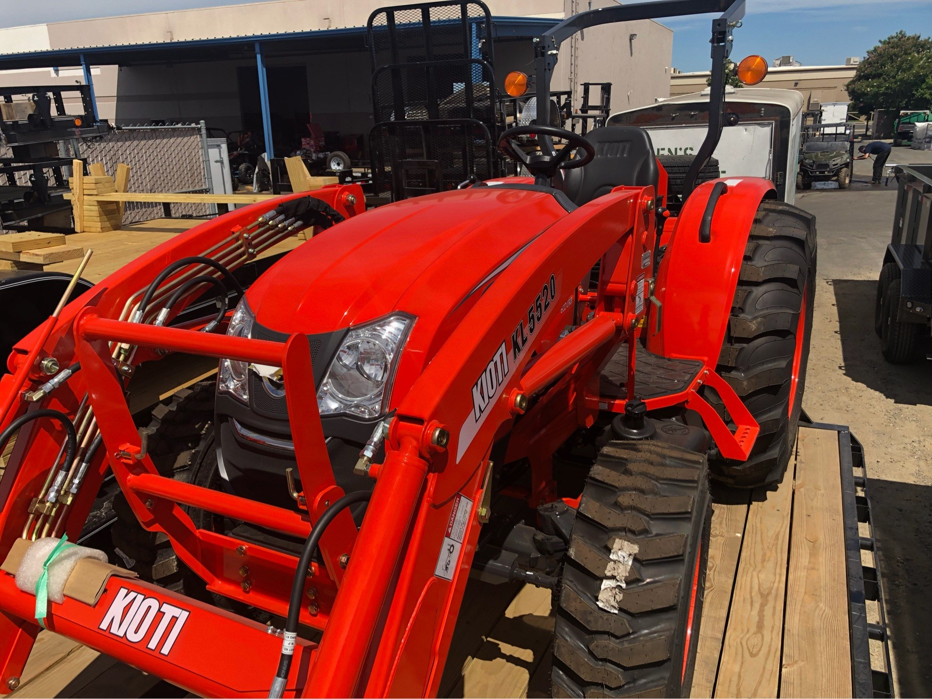 2018 KIOTI DK 4710 SEHB WITH LOADER in Elk Grove, California - Photo 3