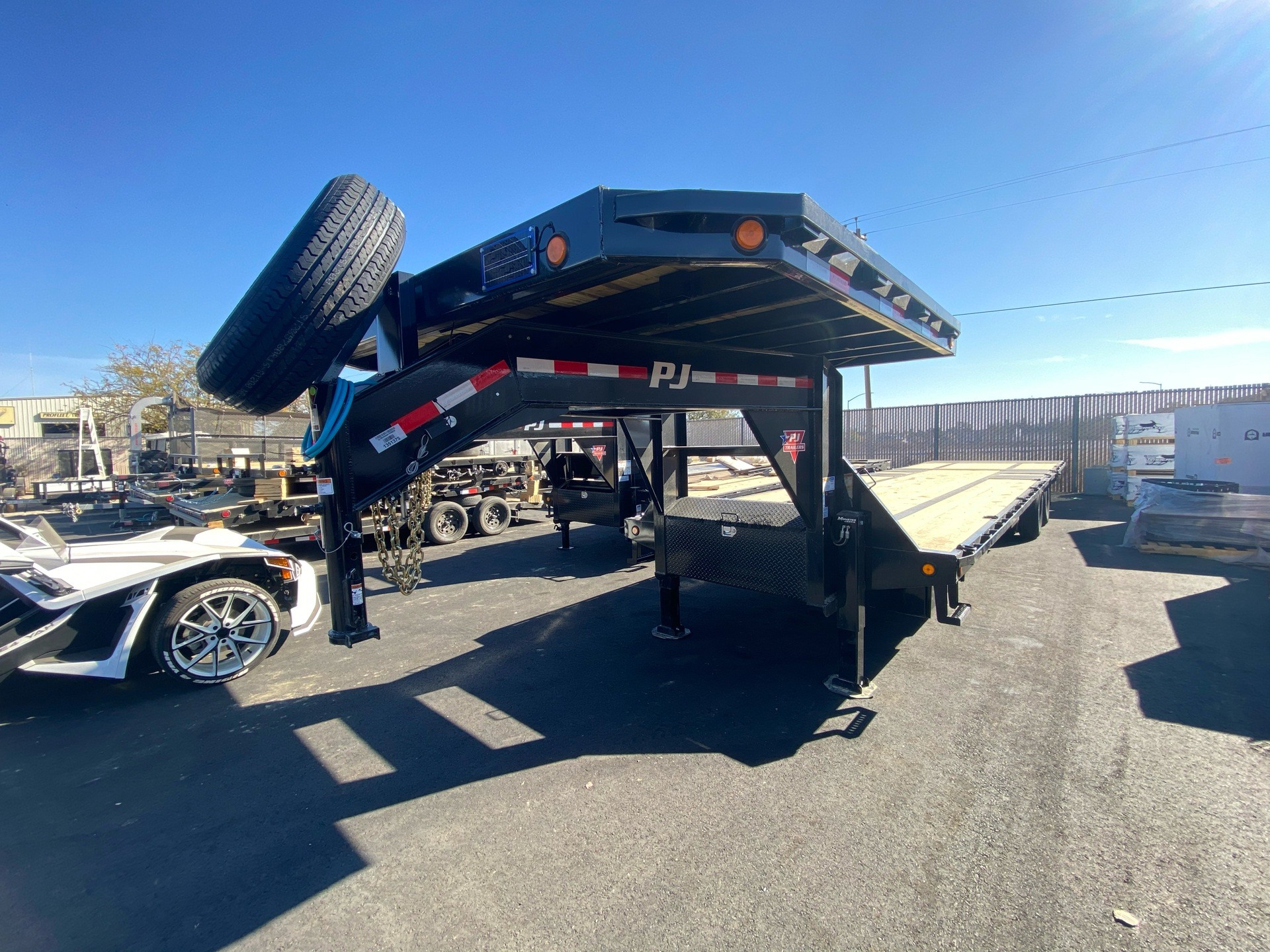 2021 PJ Trailers 36' LOW-PRO W/ HYDRAULIC DOVETAIL TRAILER in Elk Grove, California - Photo 1