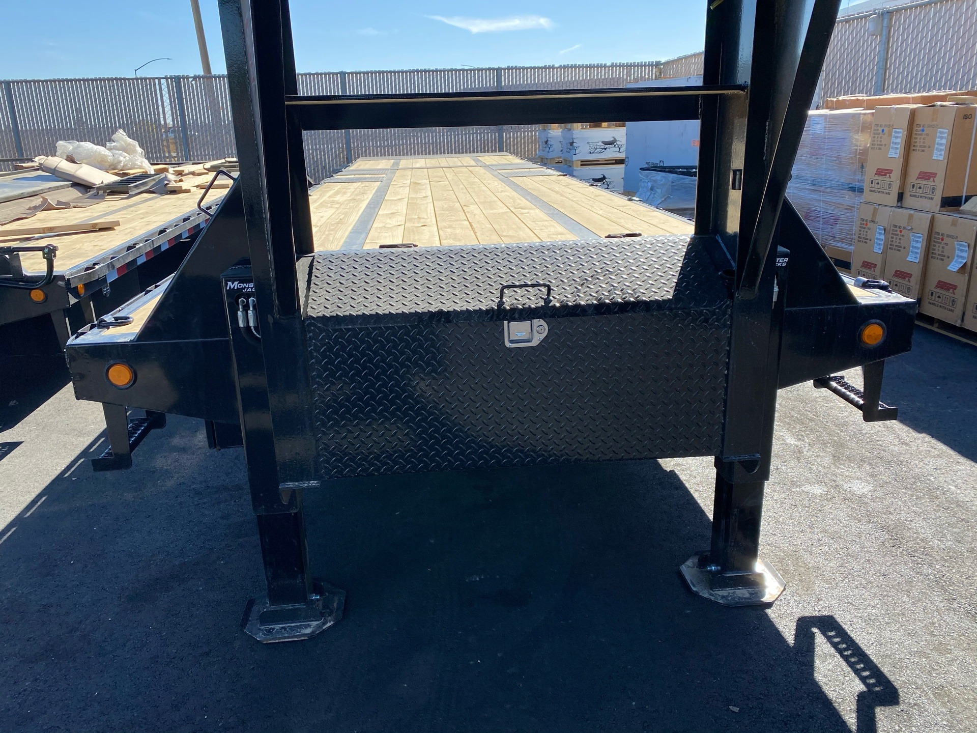 2021 PJ Trailers 36' LOW-PRO W/ HYDRAULIC DOVETAIL TRAILER in Elk Grove, California - Photo 5