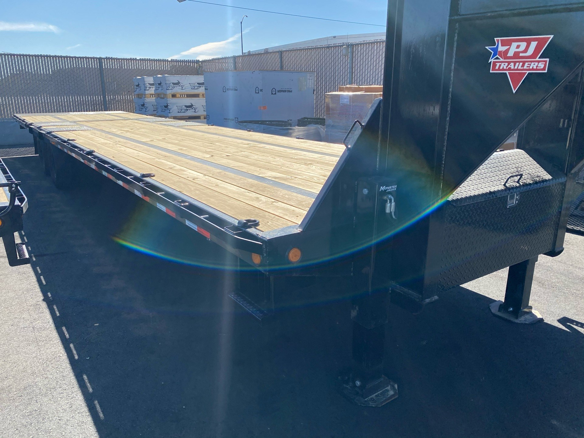 2021 PJ Trailers 36' LOW-PRO W/ HYDRAULIC DOVETAIL TRAILER in Elk Grove, California - Photo 7