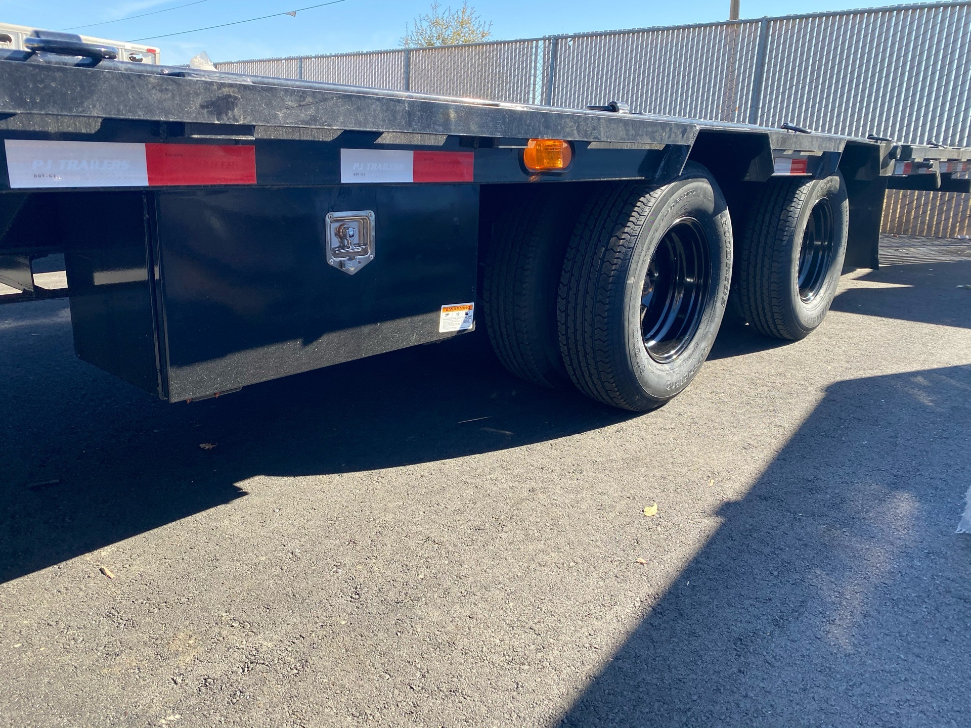 2021 PJ Trailers 36' LOW-PRO W/ HYDRAULIC DOVETAIL TRAILER in Elk Grove, California - Photo 11