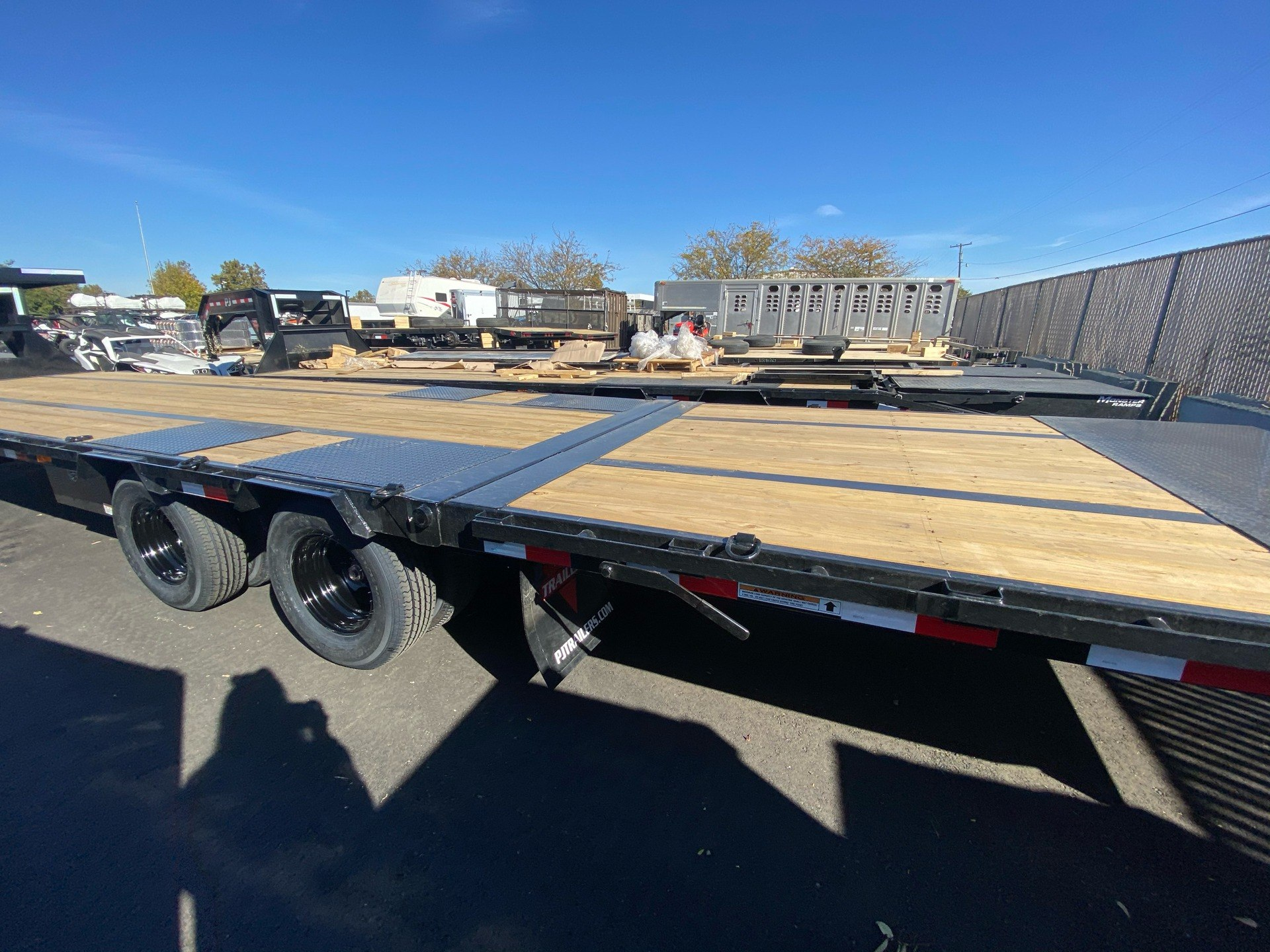 2021 PJ Trailers 36' LOW-PRO W/ HYDRAULIC DOVETAIL TRAILER in Elk Grove, California - Photo 14