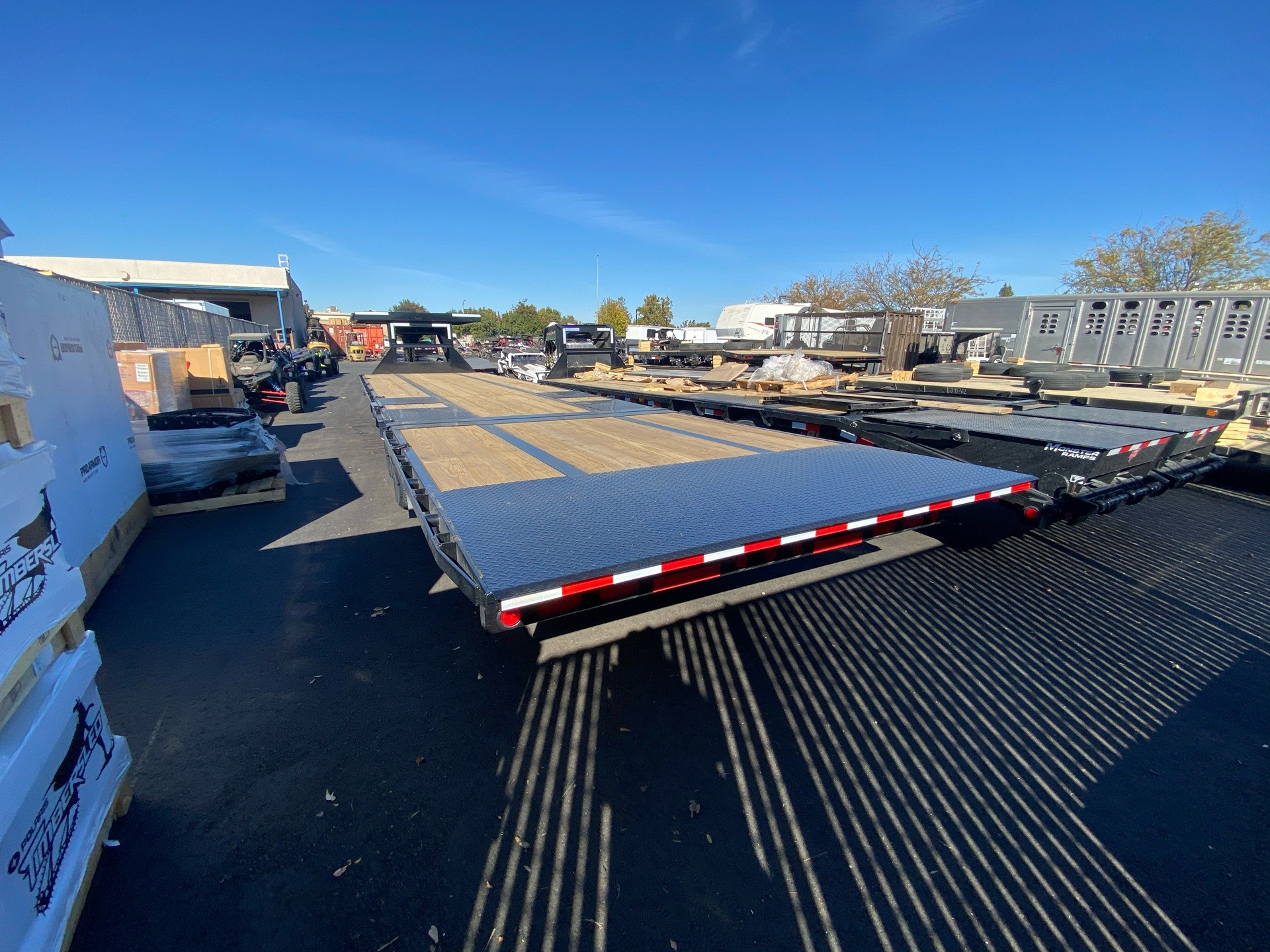 2021 PJ Trailers 36' LOW-PRO W/ HYDRAULIC DOVETAIL TRAILER in Elk Grove, California - Photo 15