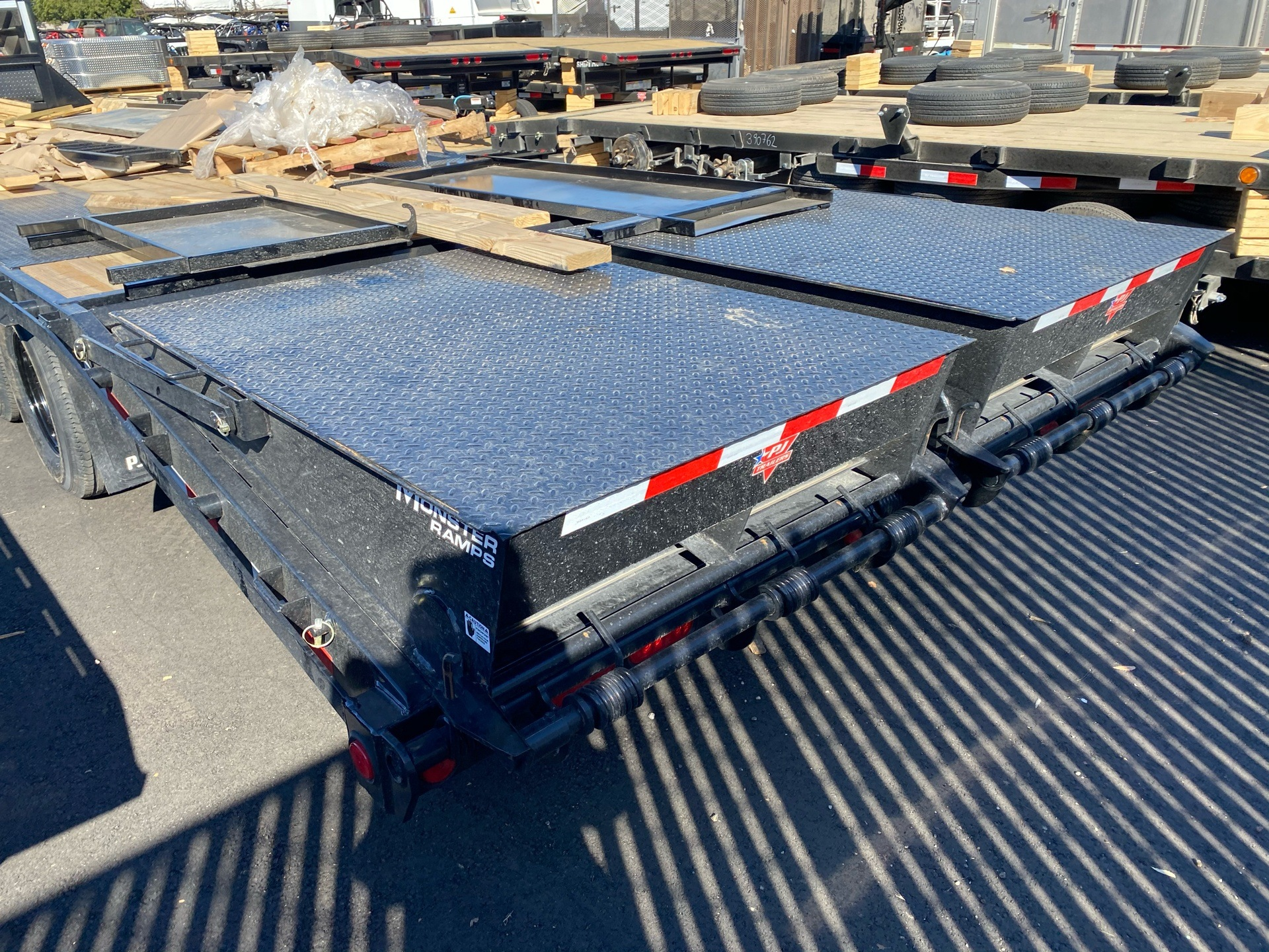 2021 PJ Trailers 30' LOW-PRO FLATDECK W/ DUALS in Elk Grove, California - Photo 11