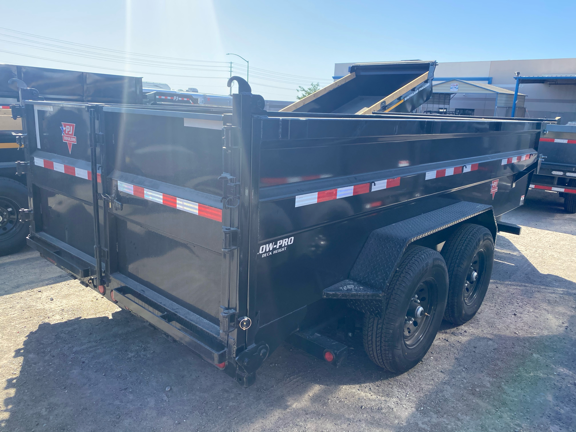 2021 PJ Trailers 83 in. Low-Pro High Side Dump (DM) 14 ft. in Elk Grove, California - Photo 8