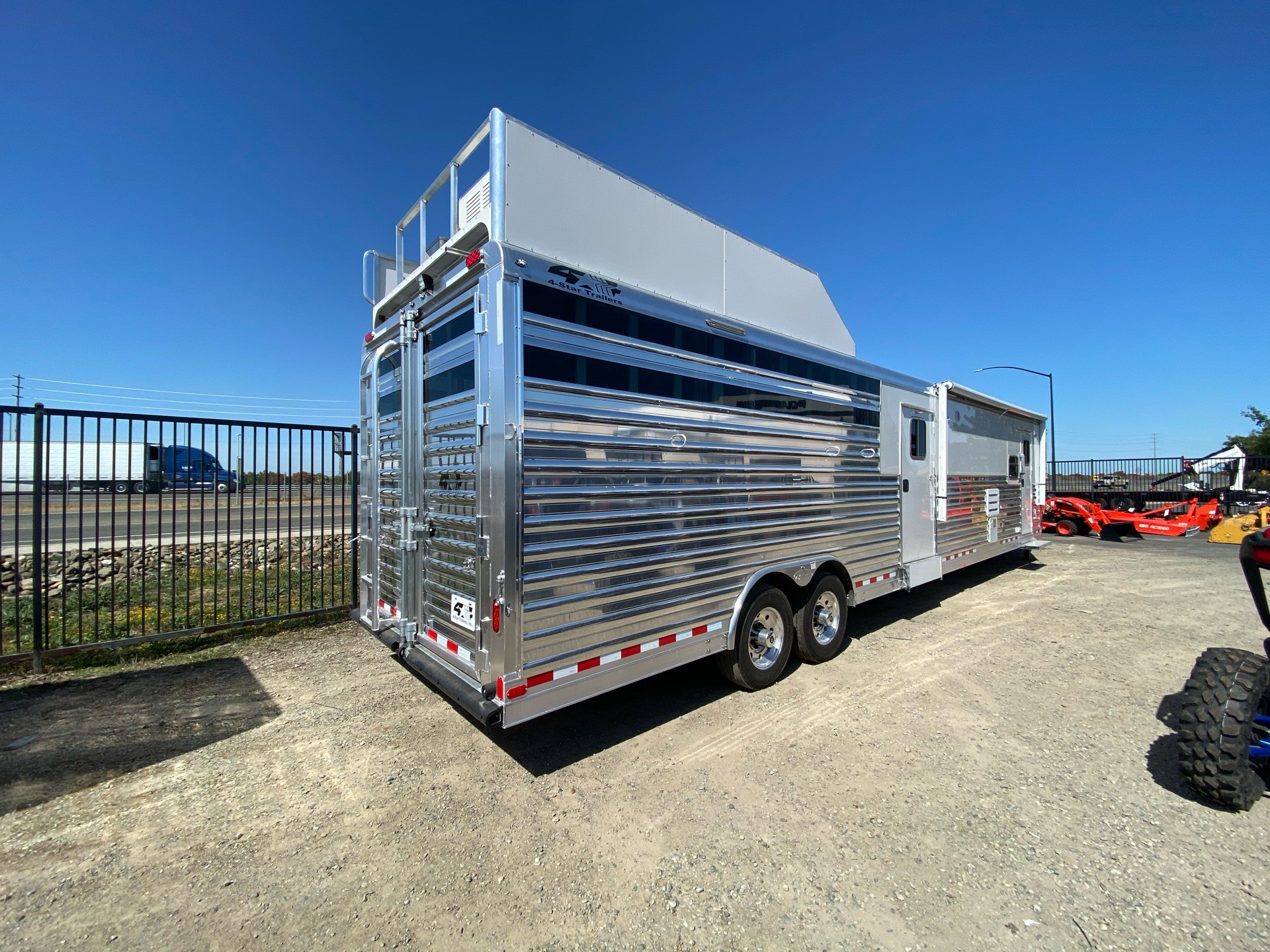 2020 4-STAR TRAILERS LQ 15' SHORT WALL STOCK COMBO in Elk Grove, California - Photo 26