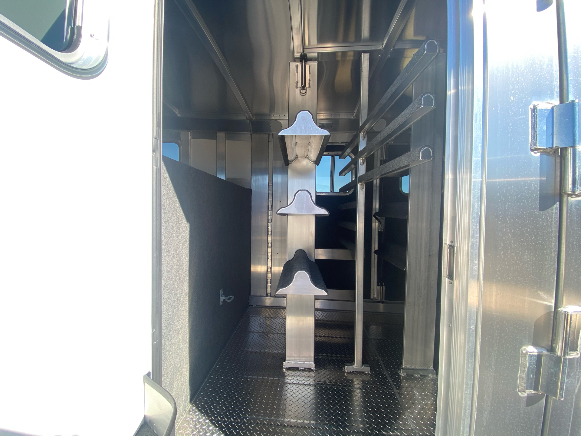 2022 4-STAR TRAILERS 7X24 DELUX STOCK COMBO W COWBOY TACK in Elk Grove, California - Photo 6