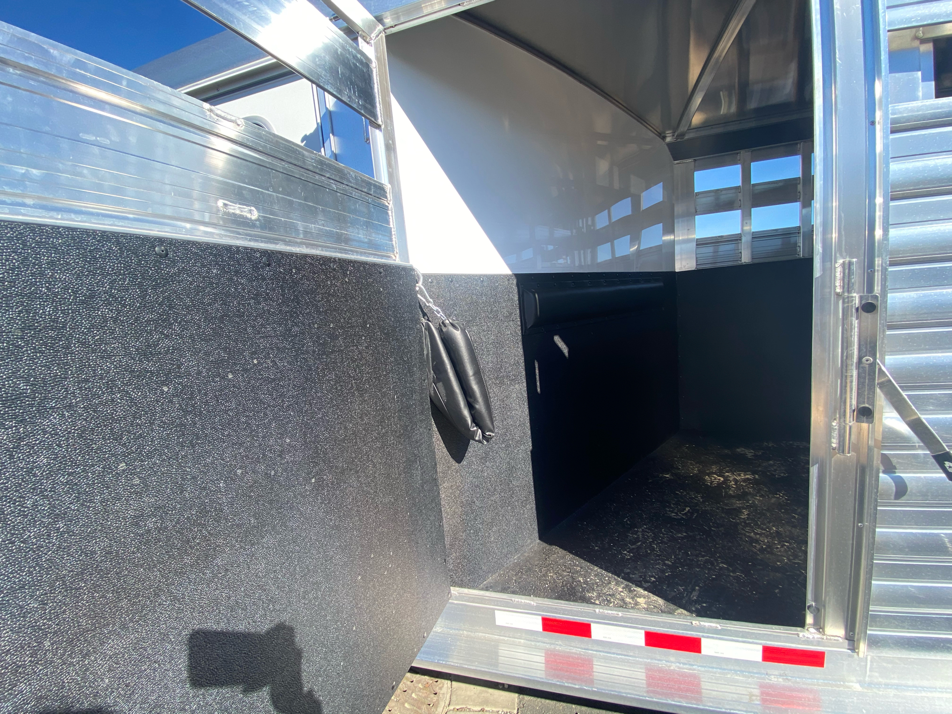 2022 4-STAR TRAILERS 7X24 DELUX STOCK COMBO W COWBOY TACK in Elk Grove, California - Photo 10