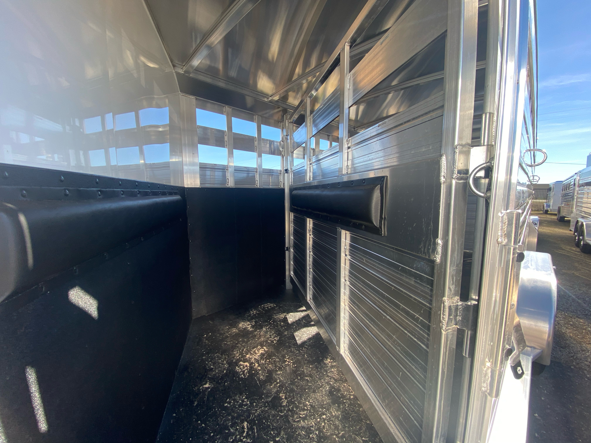 2022 4-STAR TRAILERS 7X24 DELUX STOCK COMBO W COWBOY TACK in Elk Grove, California - Photo 11