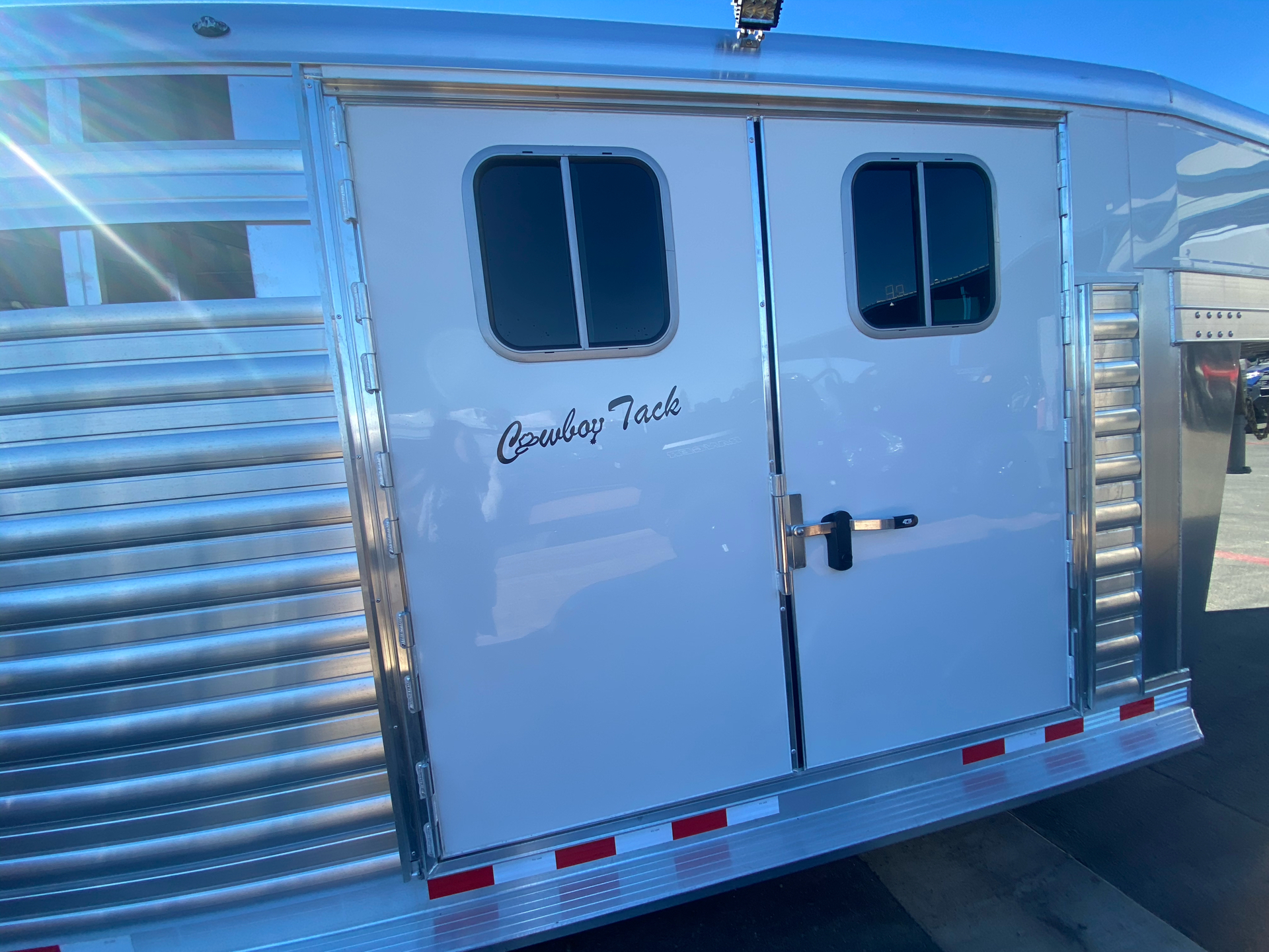 2022 4-STAR TRAILERS 7X24 DELUX STOCK COMBO W COWBOY TACK in Elk Grove, California - Photo 19