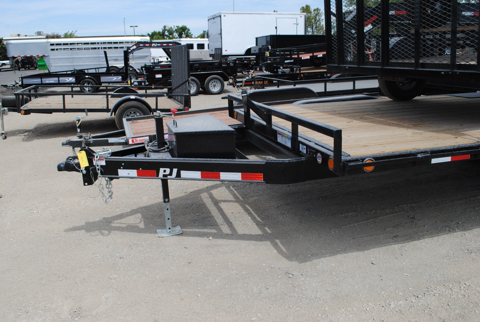 2015 PJ Trailers 20' Medium Duty Deckover in Elk Grove, California