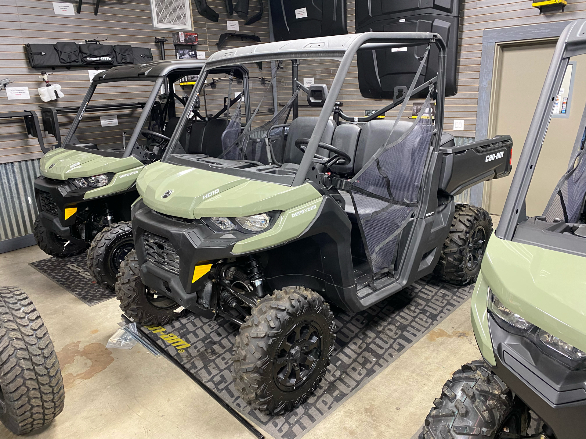 2020 Can-Am Defender DPS HD10 in Acampo, California - Photo 1