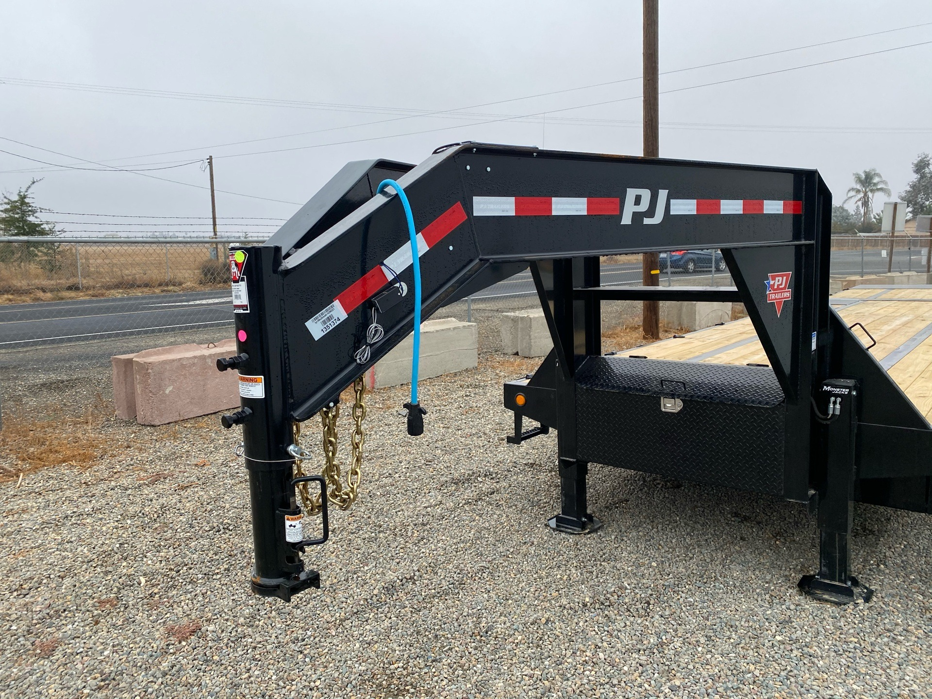 2021 PJ Trailers 36' LOW PRO W/ HYDRAULIC DOVETAIL in Acampo, California - Photo 2