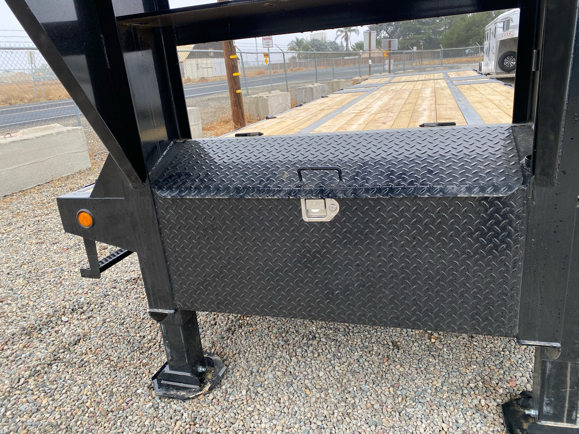 2021 PJ Trailers 36' LOW PRO W/ HYDRAULIC DOVETAIL in Acampo, California - Photo 4