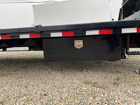2021 PJ Trailers 36' LOW PRO W/ HYDRAULIC DOVETAIL in Acampo, California - Photo 6