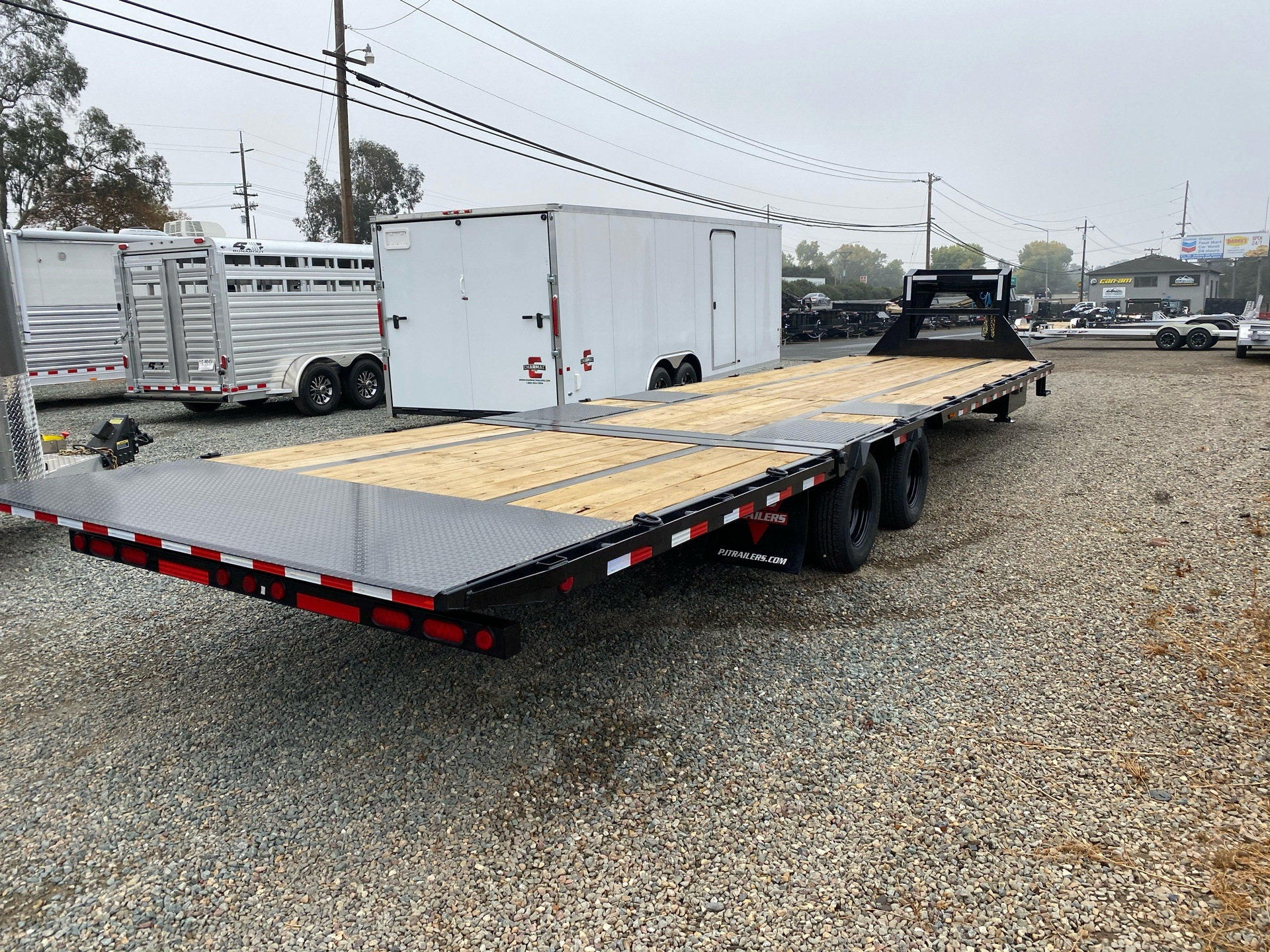 2021 PJ Trailers 36' LOW PRO W/ HYDRAULIC DOVETAIL in Acampo, California - Photo 9