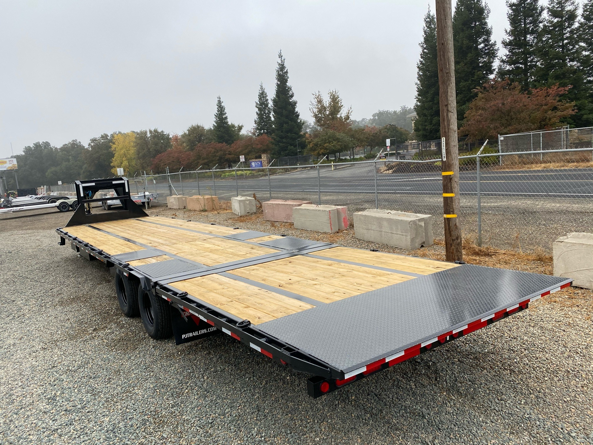 2021 PJ Trailers 36' LOW PRO W/ HYDRAULIC DOVETAIL in Acampo, California - Photo 10