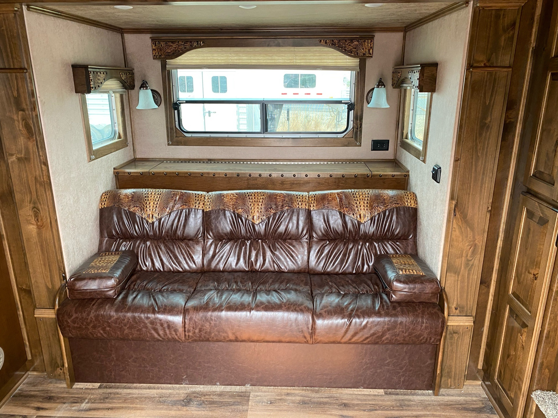 2020 4-Star Trailers 4 HORSE LIVING-QUARTER 14FT SHORTWALL in Acampo, California - Photo 5