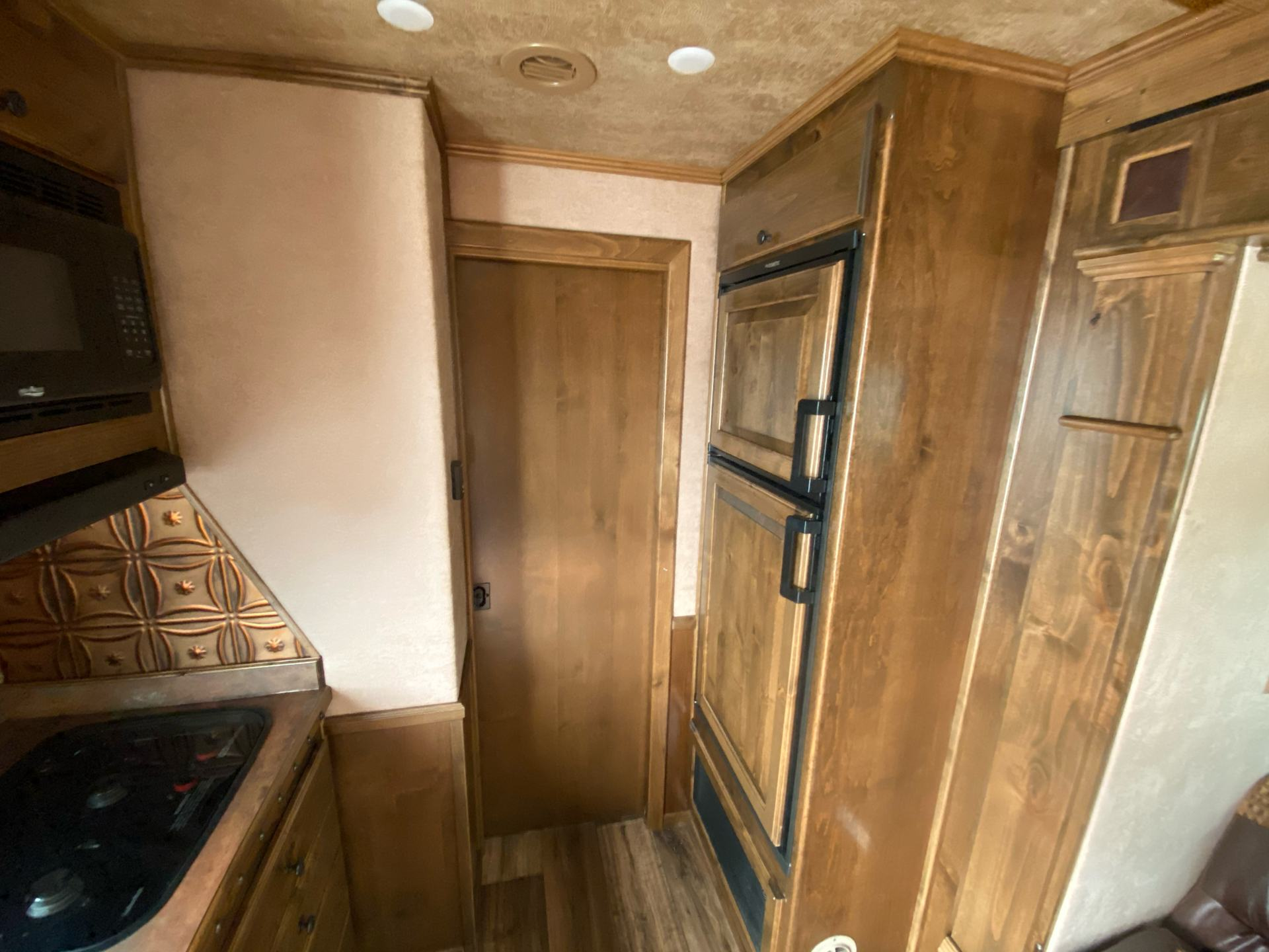2020 4-Star Trailers 4 HORSE LIVING-QUARTER 14FT SHORTWALL in Acampo, California - Photo 18