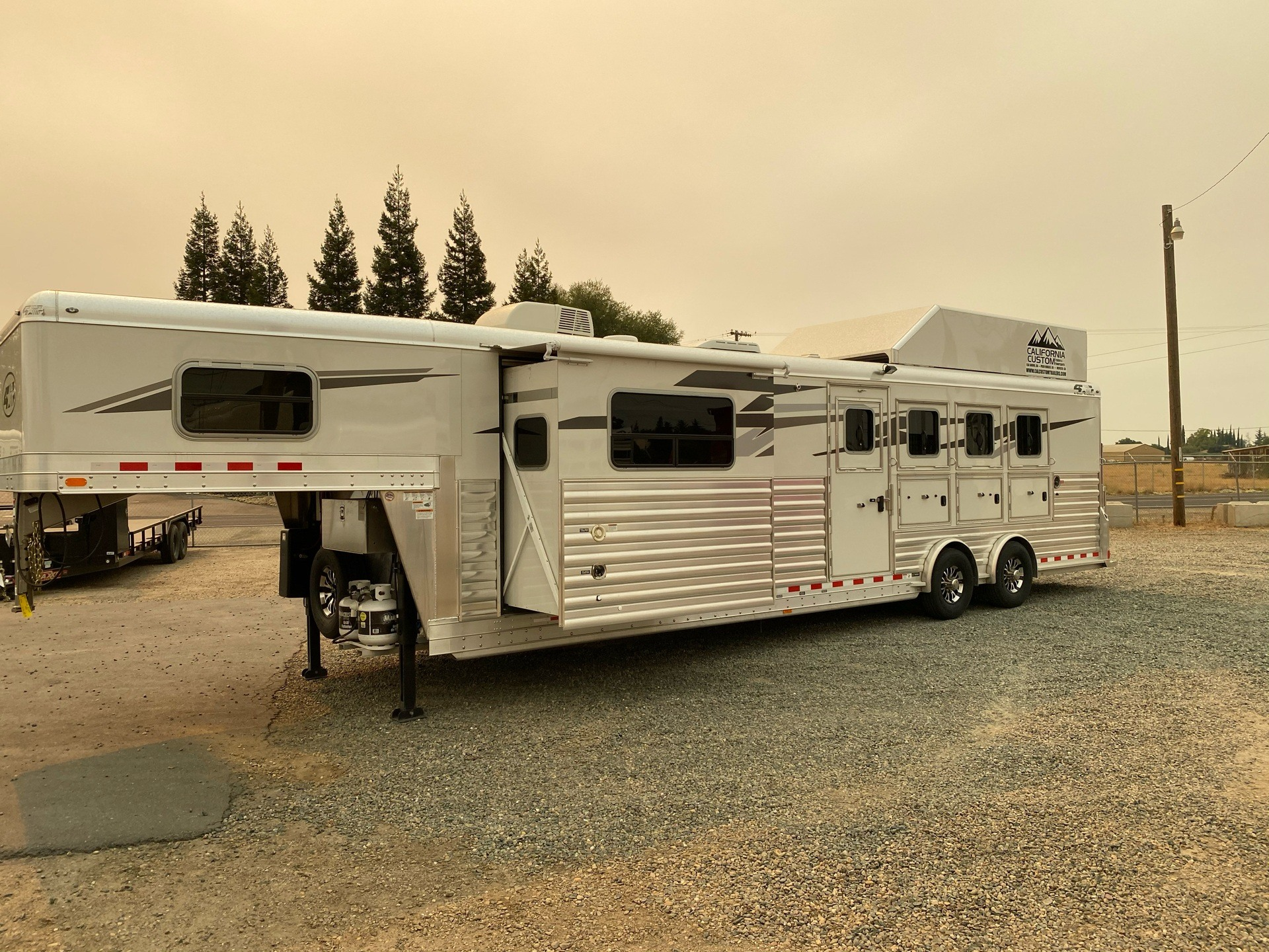 2020 4-Star Trailers 4 HORSE LIVING-QUARTER 14FT SHORTWALL in Acampo, California - Photo 31
