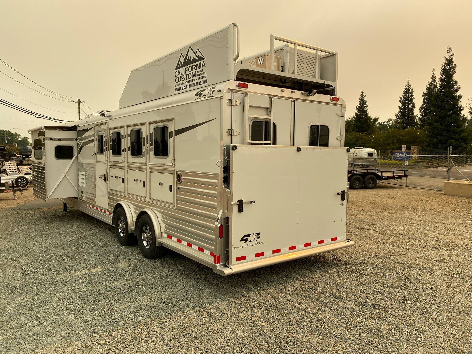 2020 4-Star Trailers 4 HORSE LIVING-QUARTER 14FT SHORTWALL in Acampo, California - Photo 33