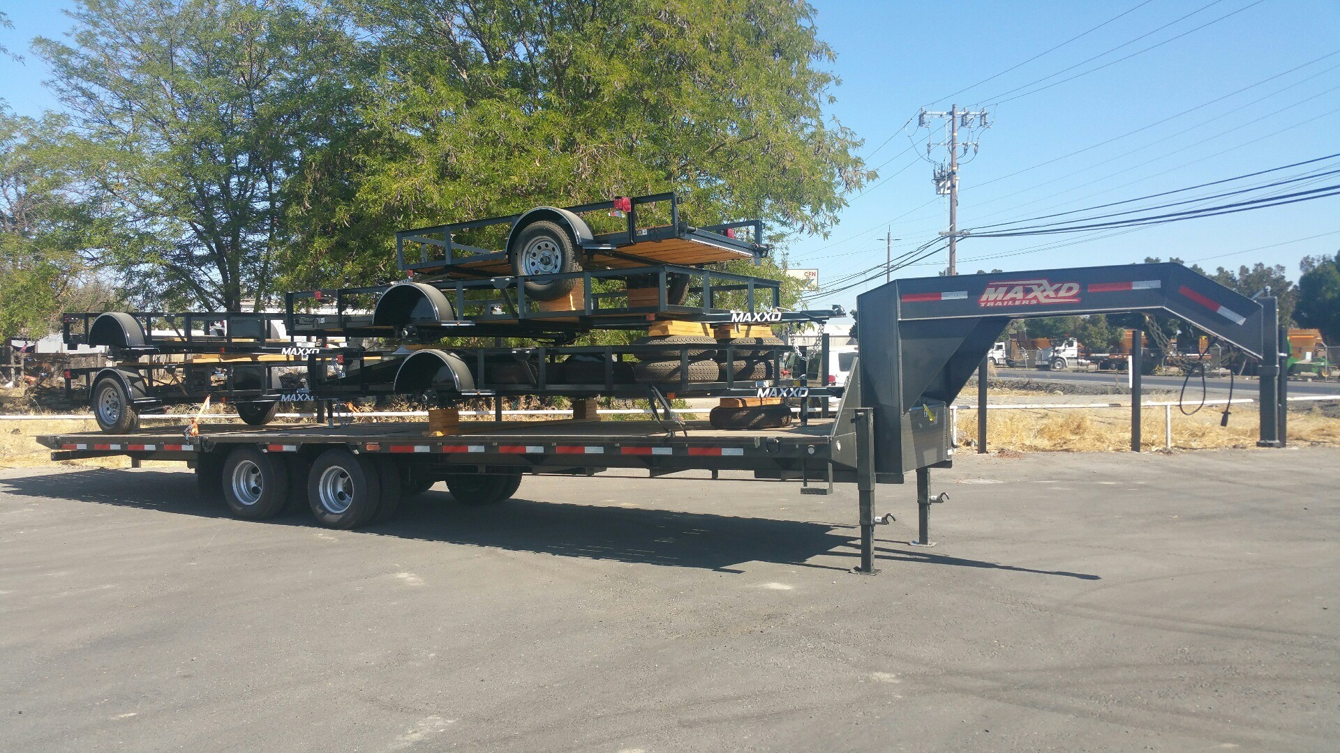 2018 MAXEY TRAILERS 32' HYDRAULIC DOVETAIL TRAILER  in Merced, California