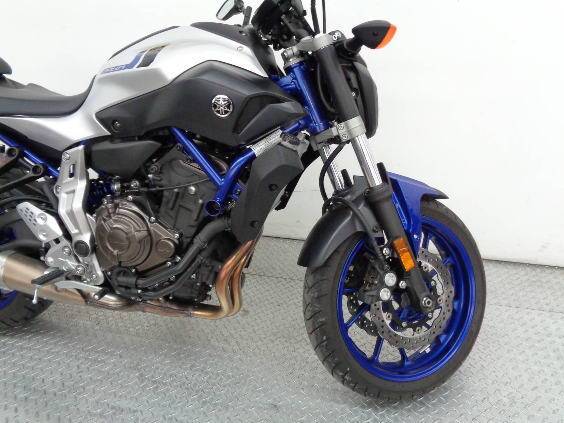 2016 Yamaha FZ-07 12