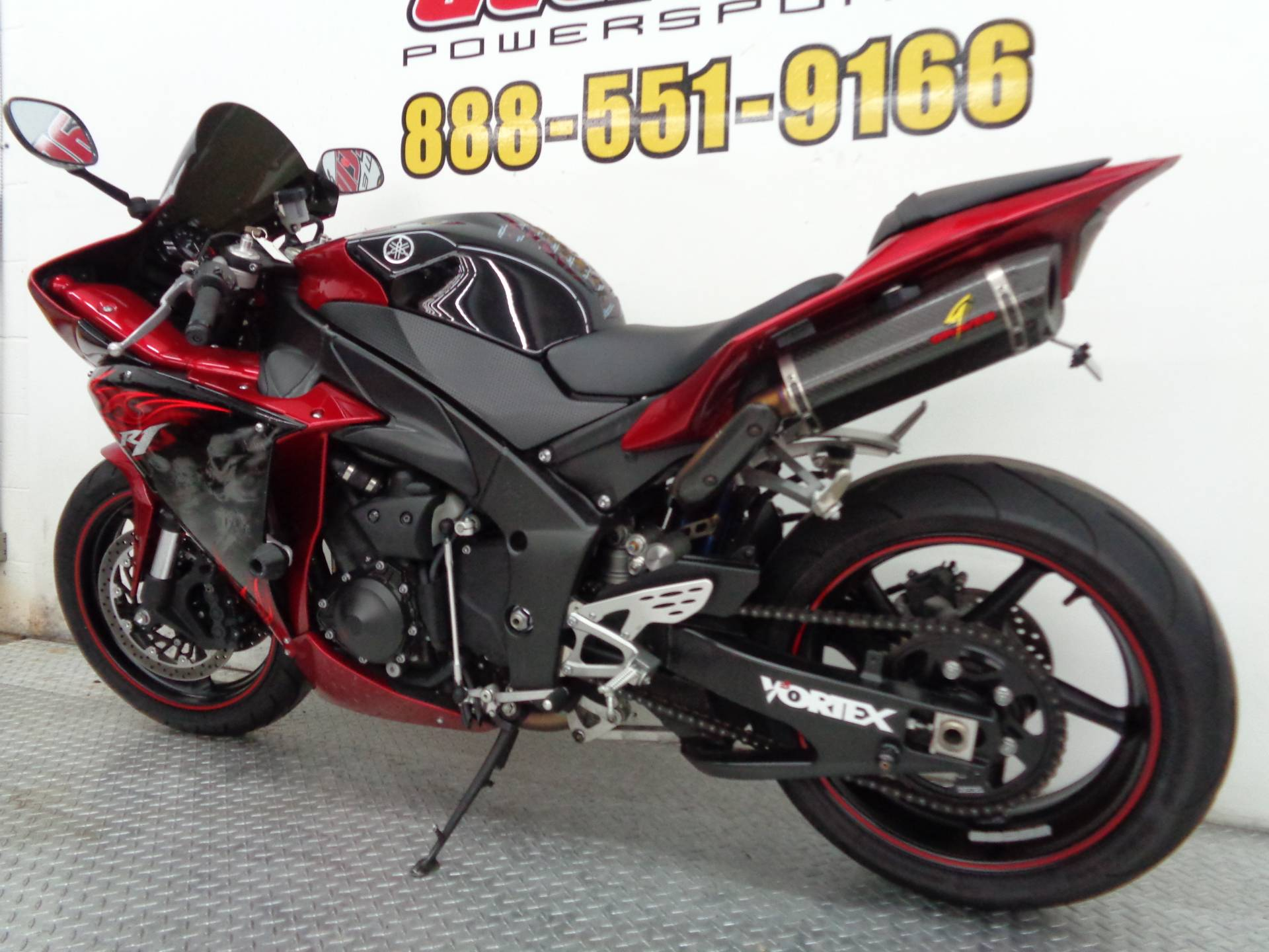 2011 Yamaha YZF-R1 4