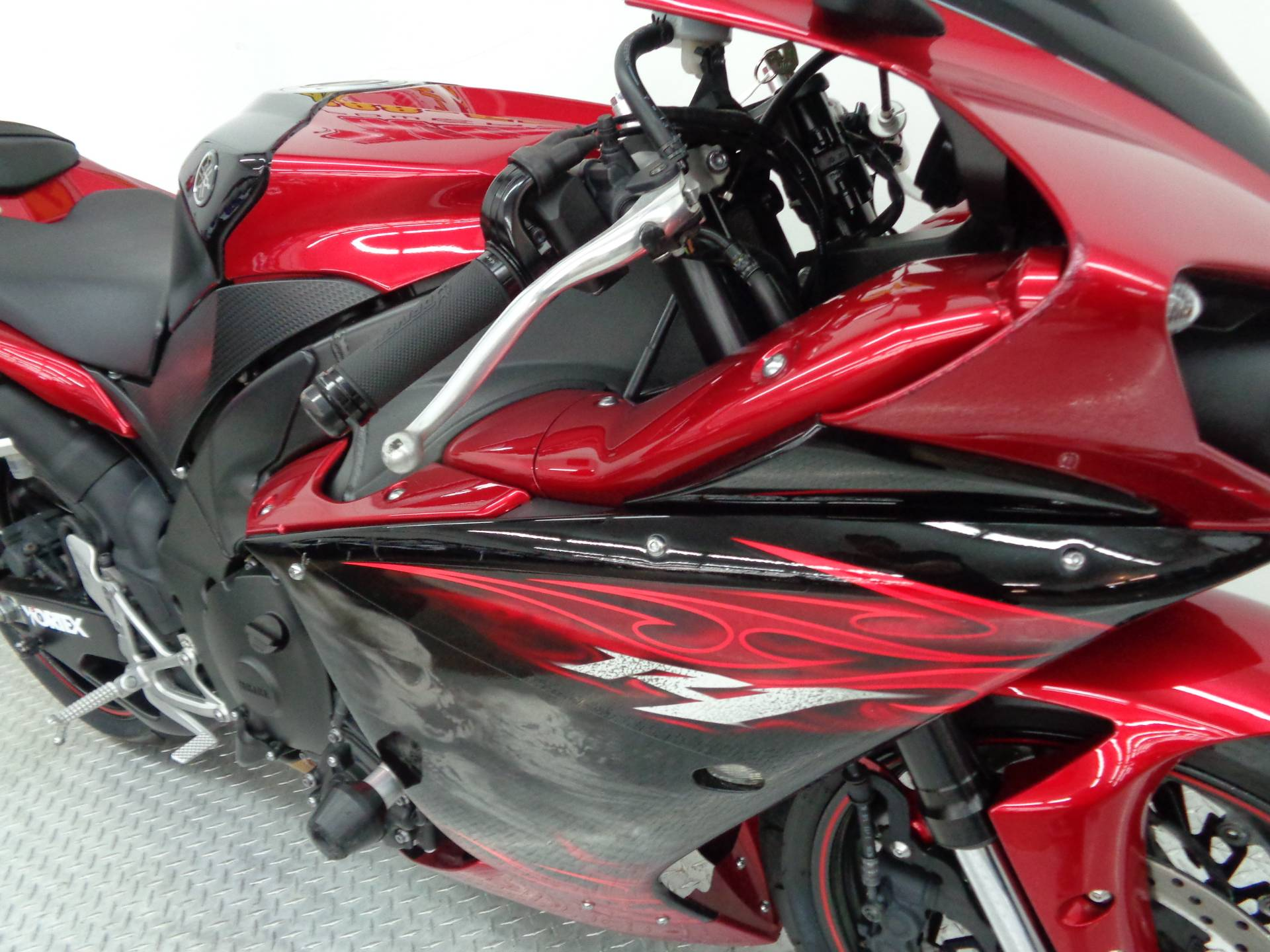 2011 Yamaha YZF-R1 8
