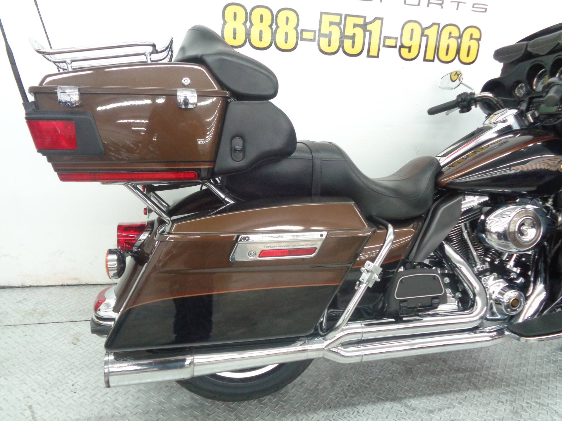 2013 Harley-Davidson Electra Glide® Ultra Limited 110th Anniversary Edition in Tulsa, Oklahoma - Photo 12