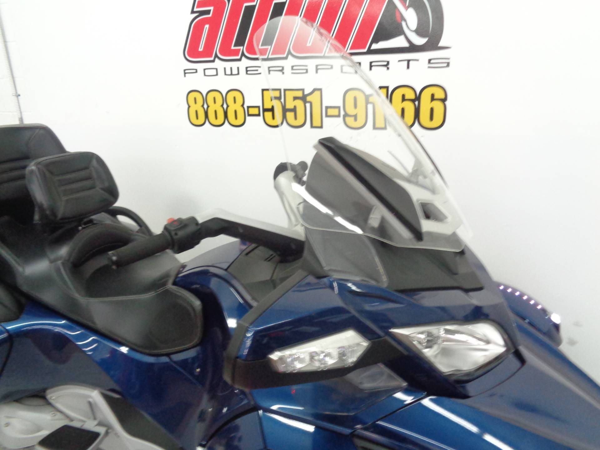 2010 Can-Am Spyder® RT Audio & Convenience SE5 in Tulsa, Oklahoma - Photo 3