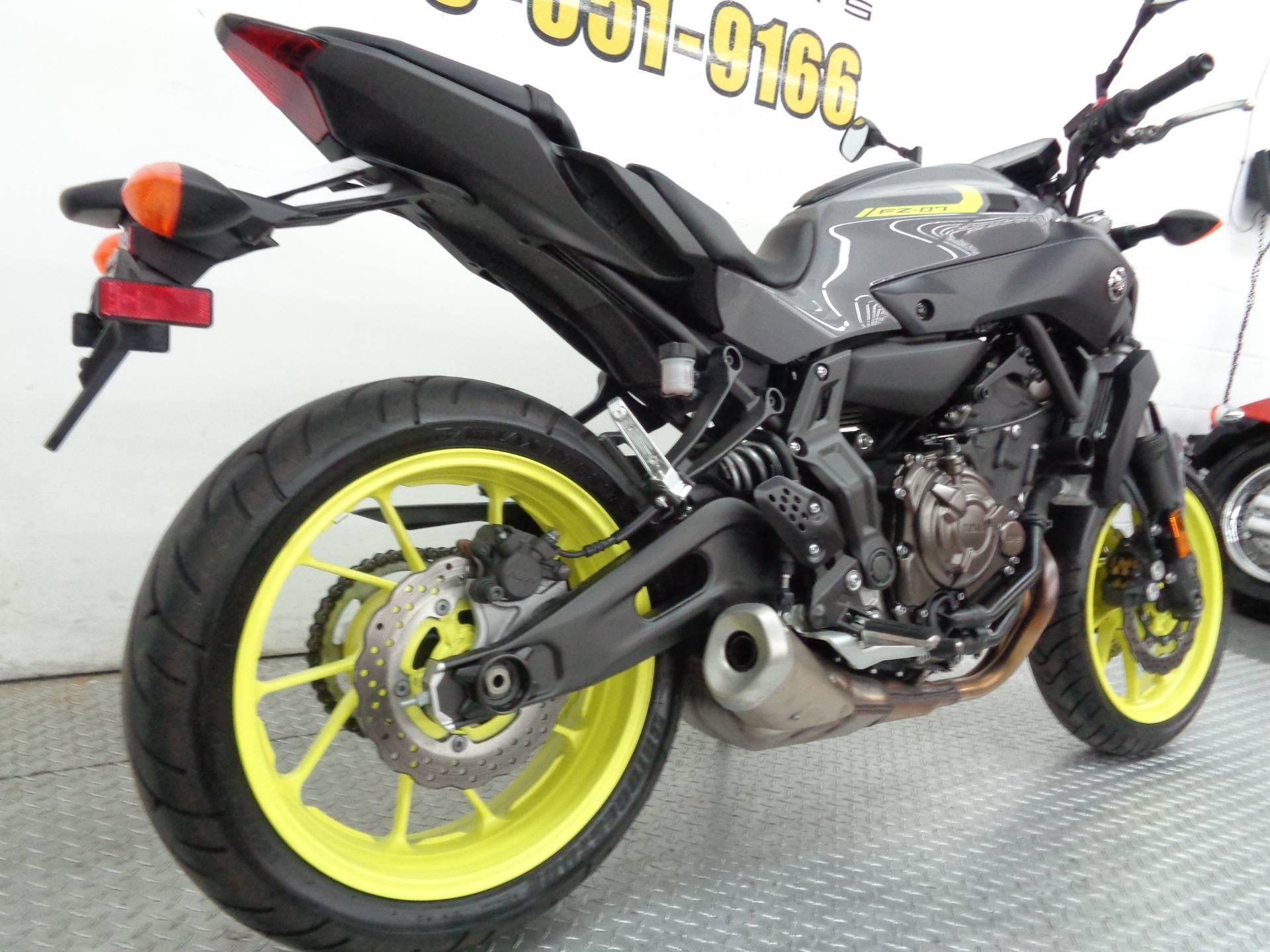 2016 Yamaha FZ-07 10
