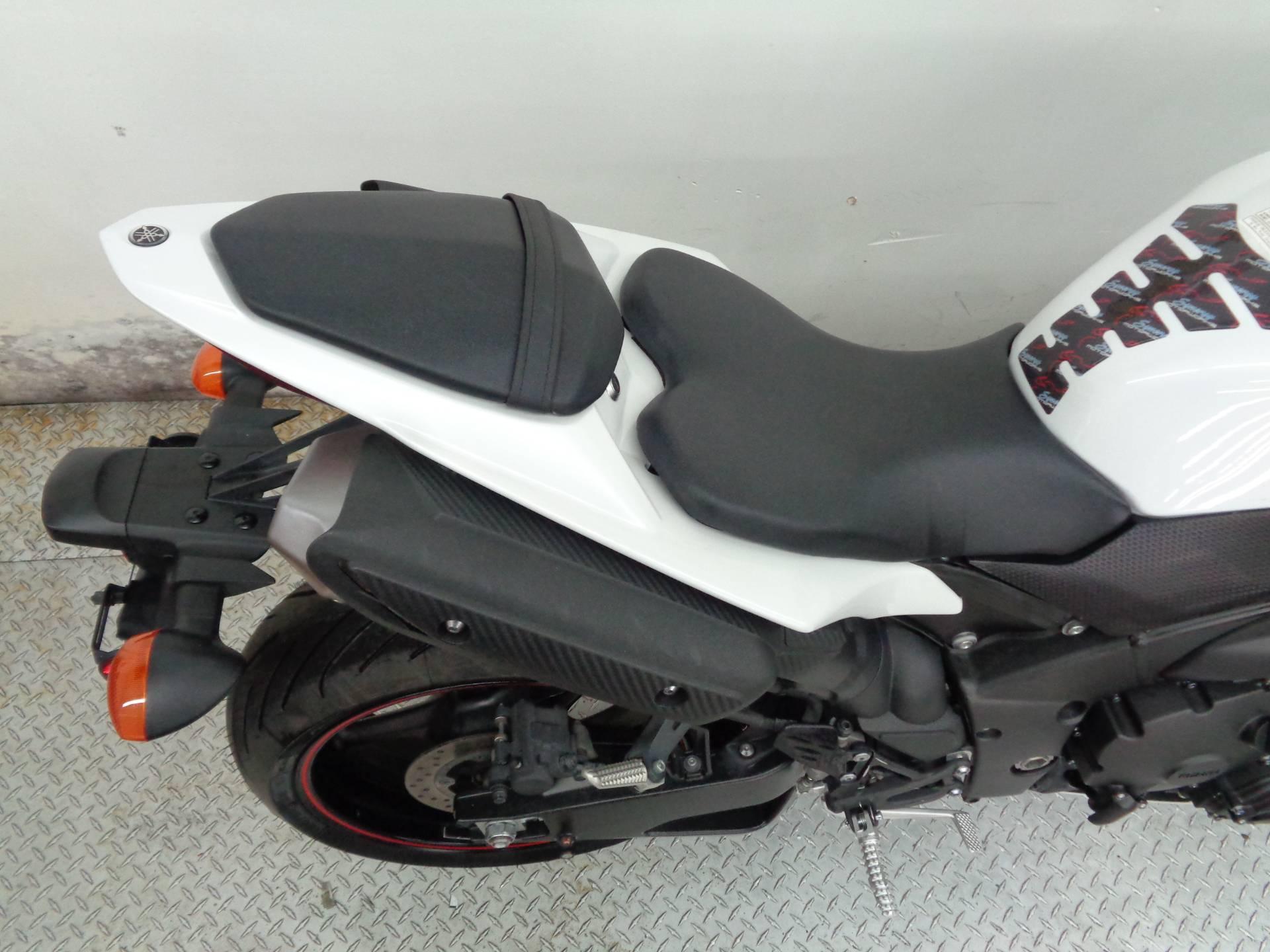 2012 Yamaha YZF-R1 10